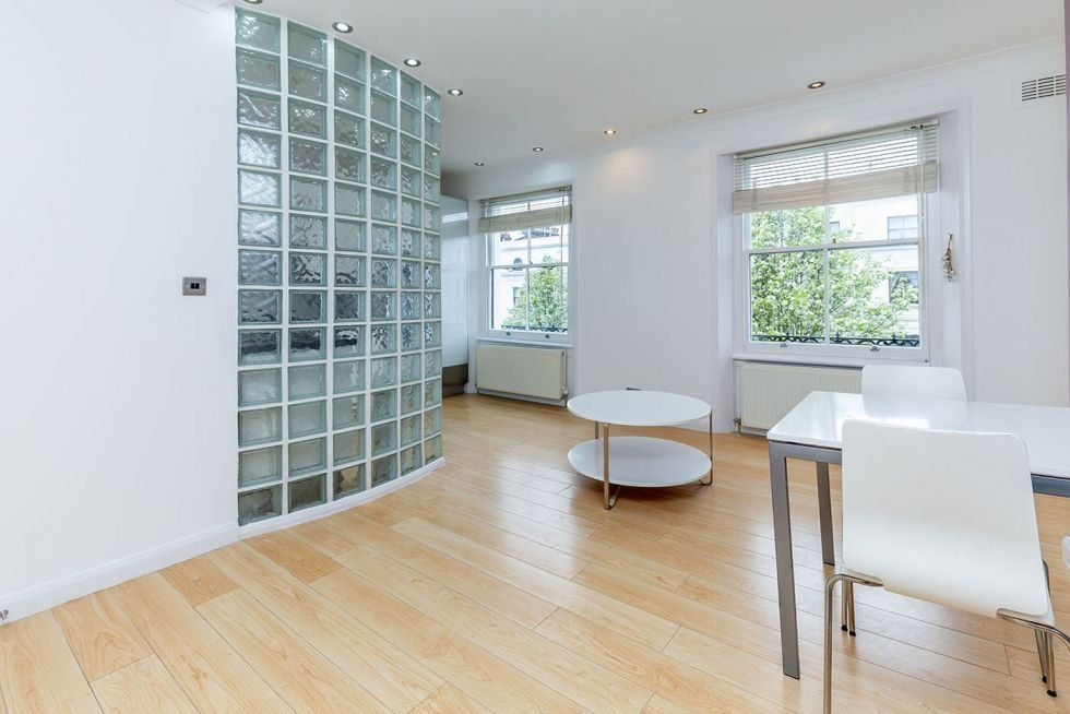 1 bedroom apartment flat/apartment To Let in London - LOVELY LIVING ROOM