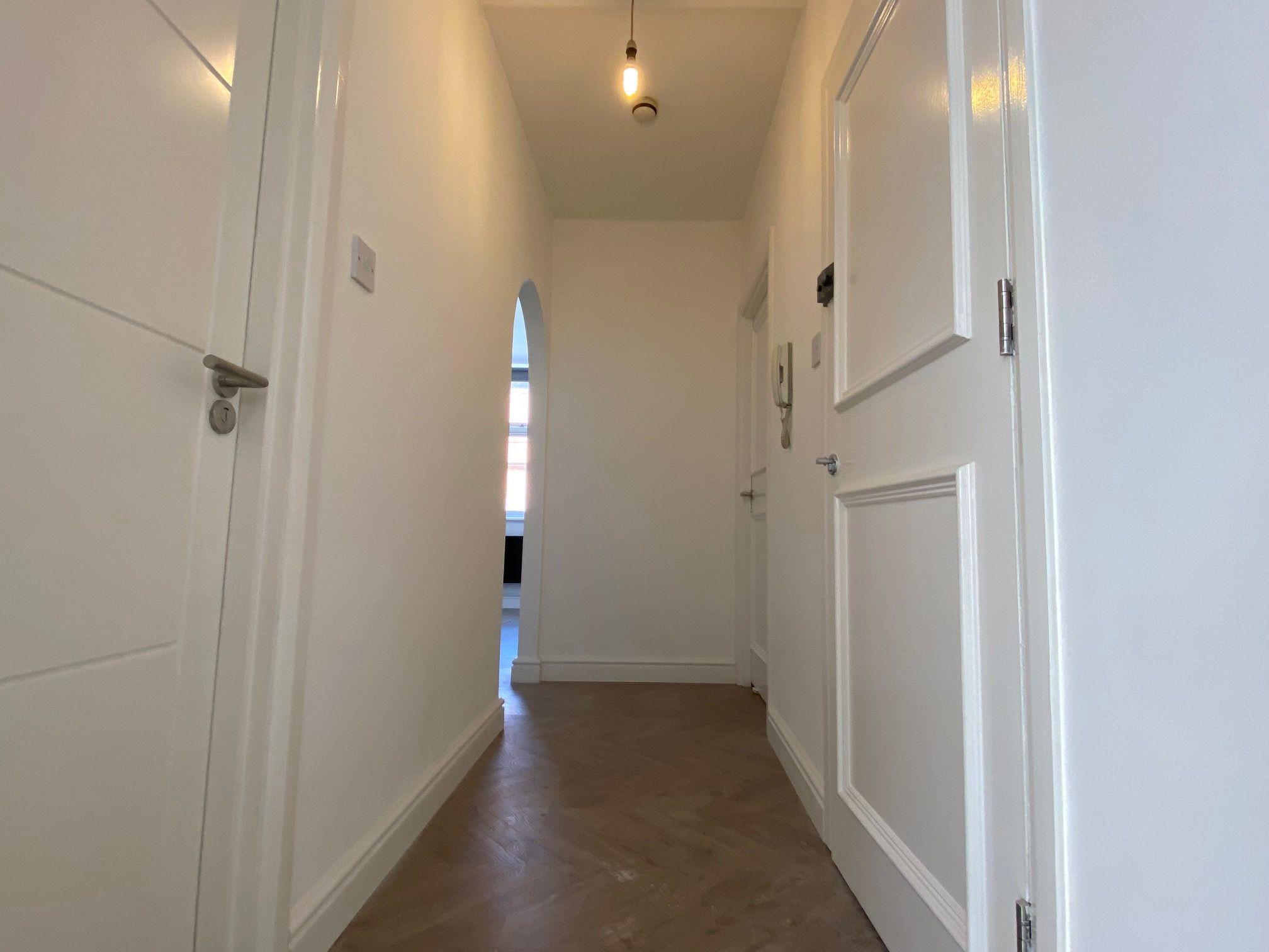 2 bedroom flat flat/apartment Let in Willesden - Entrance hallway
