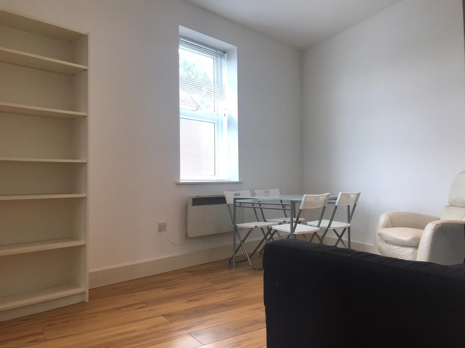 2 bedroom apartment flat/apartment To Let in Willesden Green - LIVING ROOM/LAMINATED FLOORS