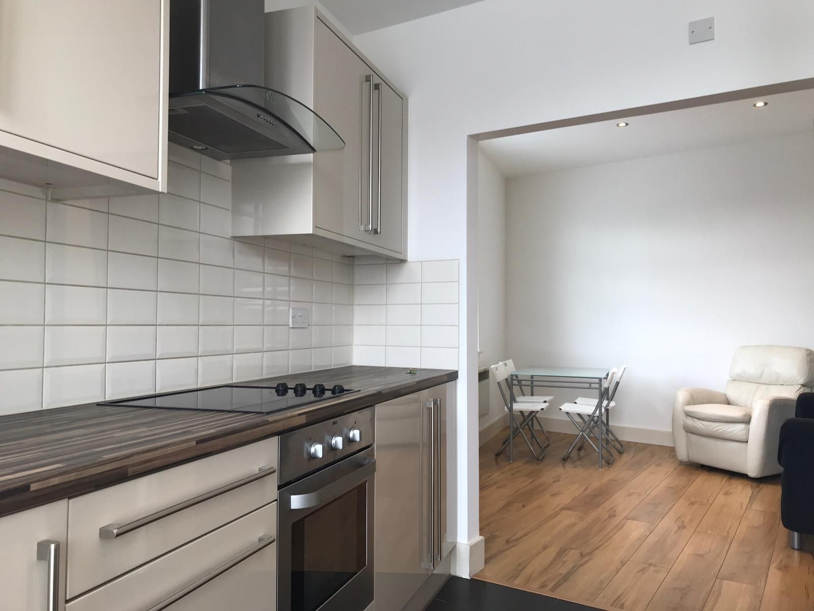 2 bedroom flat flat/apartment To Let in Willesden Green - OPEN PLAN KITCHEN/LIVING ROOM