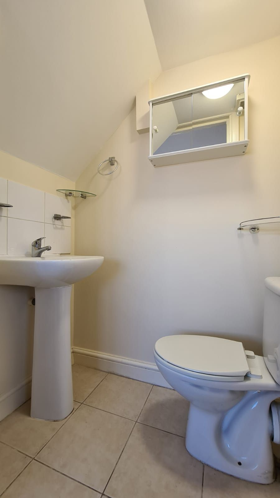 1 bedroom flat flat/apartment To Let in Wembley - Separate toilet