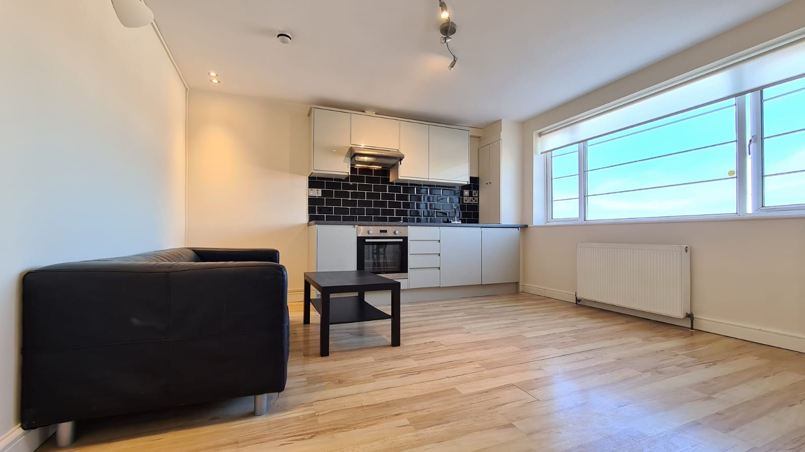 1 bedroom flat flat/apartment To Let in Wembley - Living Room/Kitchen area