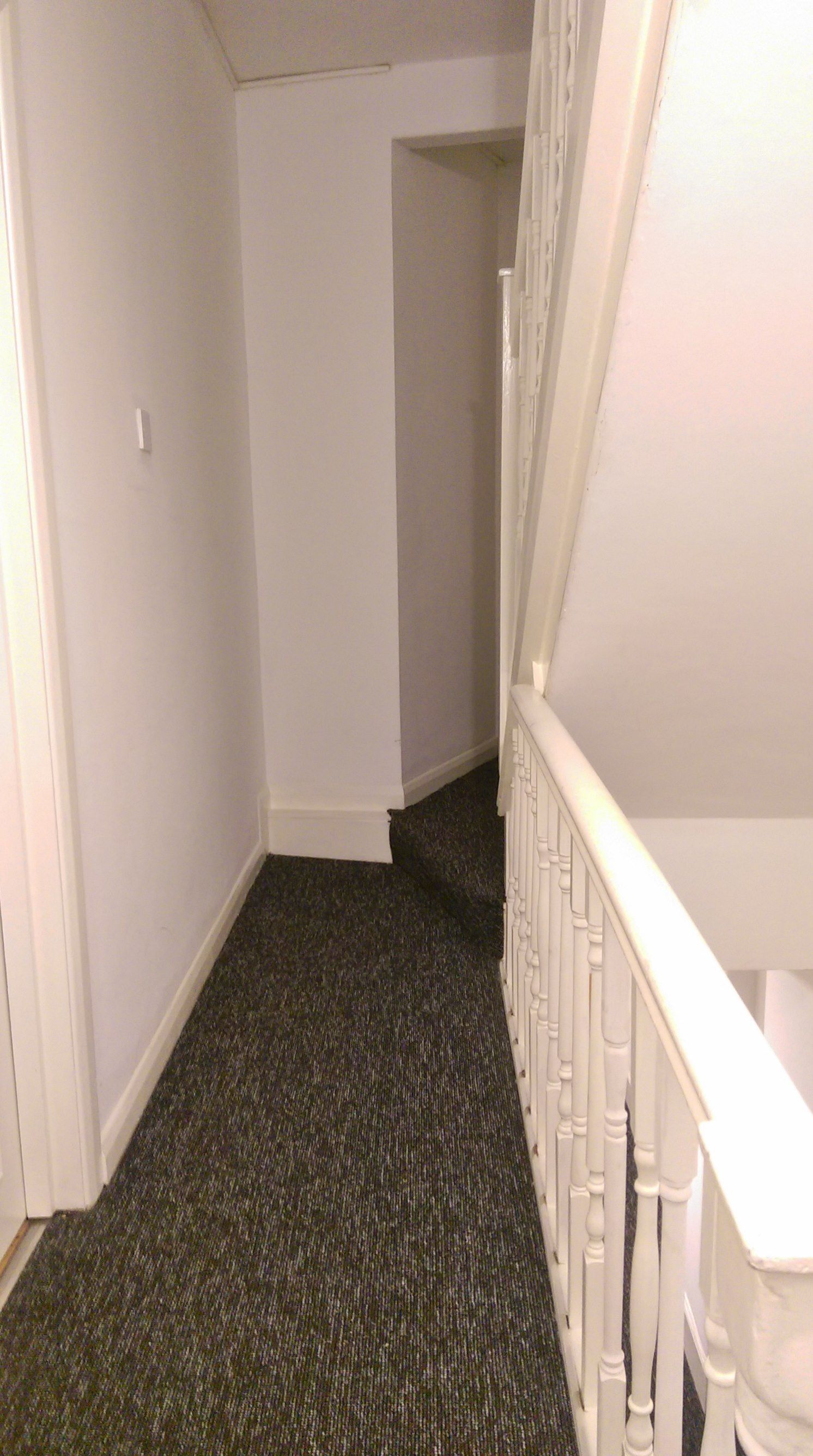 1 bedroom apartment flat/apartment To Let in Willesden Green - Communal hallway