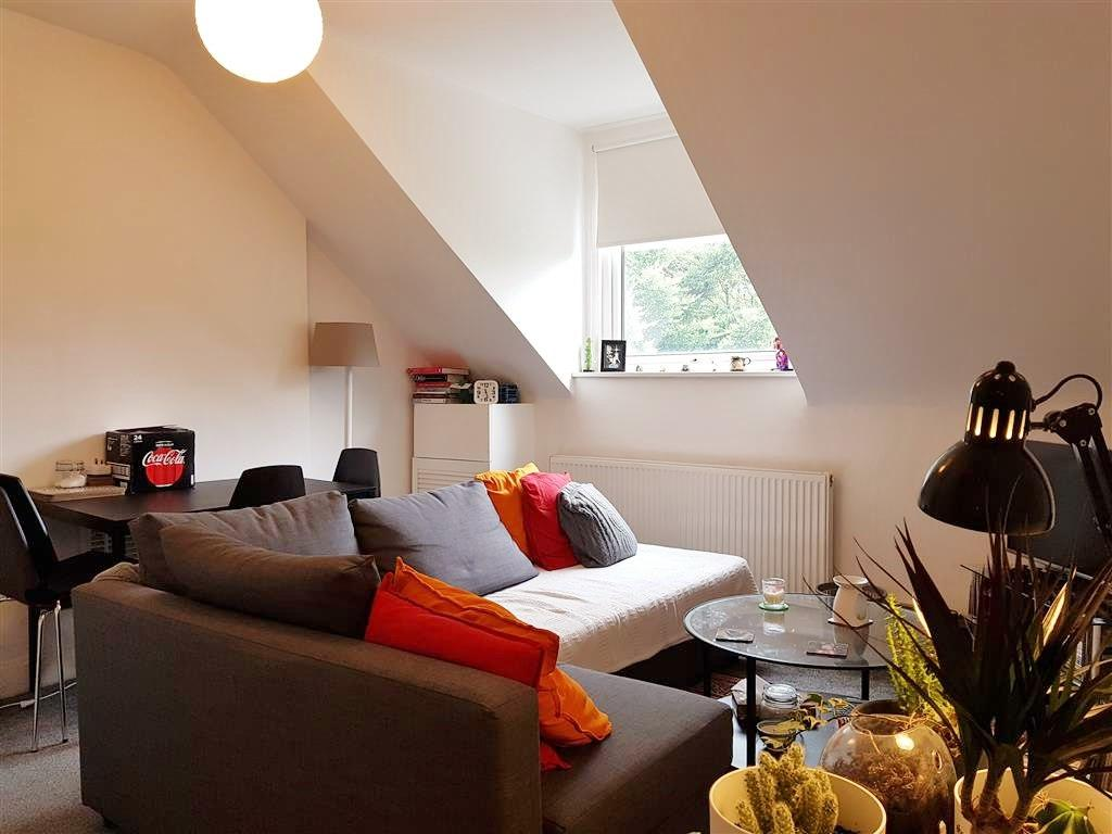 2 bedroom flat flat/apartment To Let in Willesden - Separate Living Room