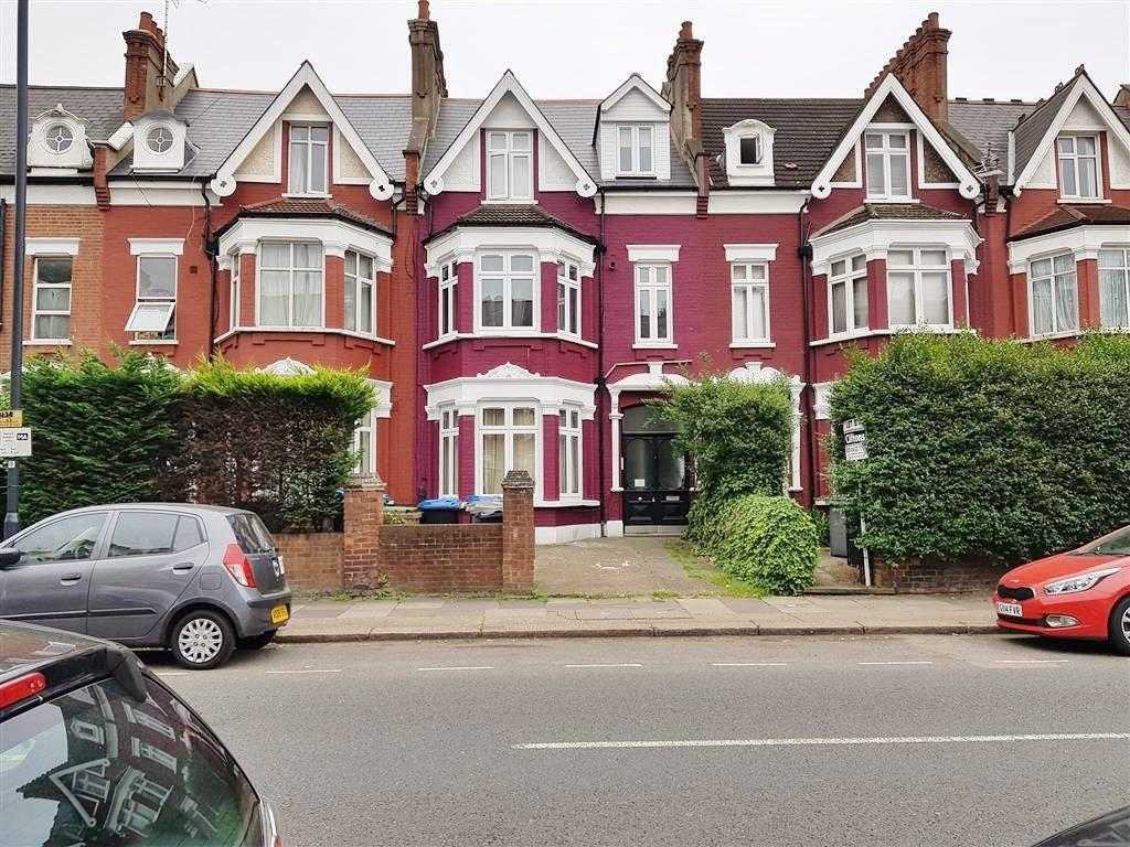 2 bedroom flat flat/apartment To Let in Willesden - Front View