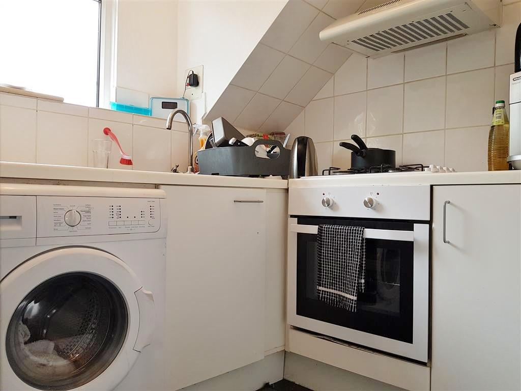2 bedroom flat flat/apartment To Let in Willesden - Separate Fitted Kitchen