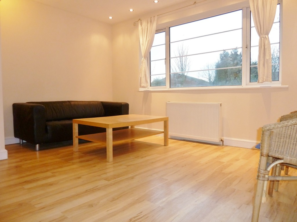2 bedroom flat flat/apartment To Let in Wembley - Bright & Spacious Living Room