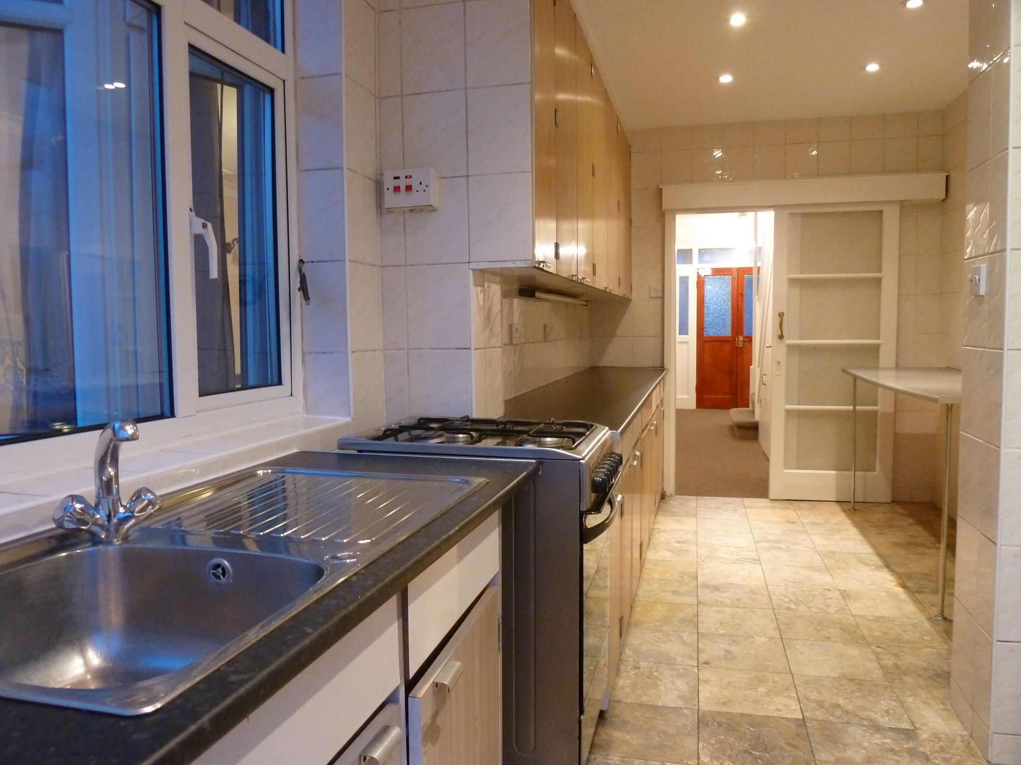 4 bedroom semi-detached house To Let in London - Kitchen