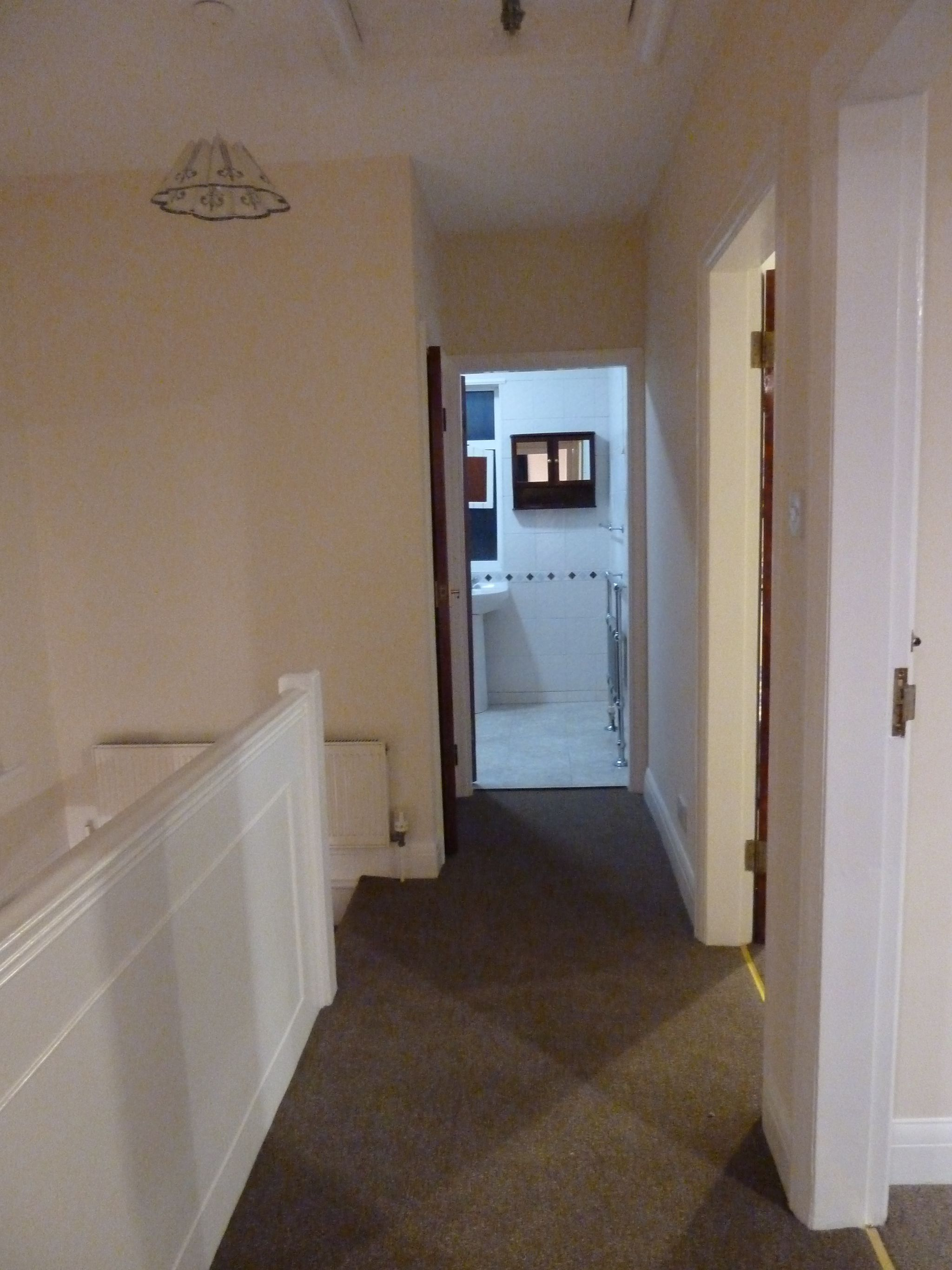 4 bedroom semi-detached house To Let in London - Hallway Upstairs