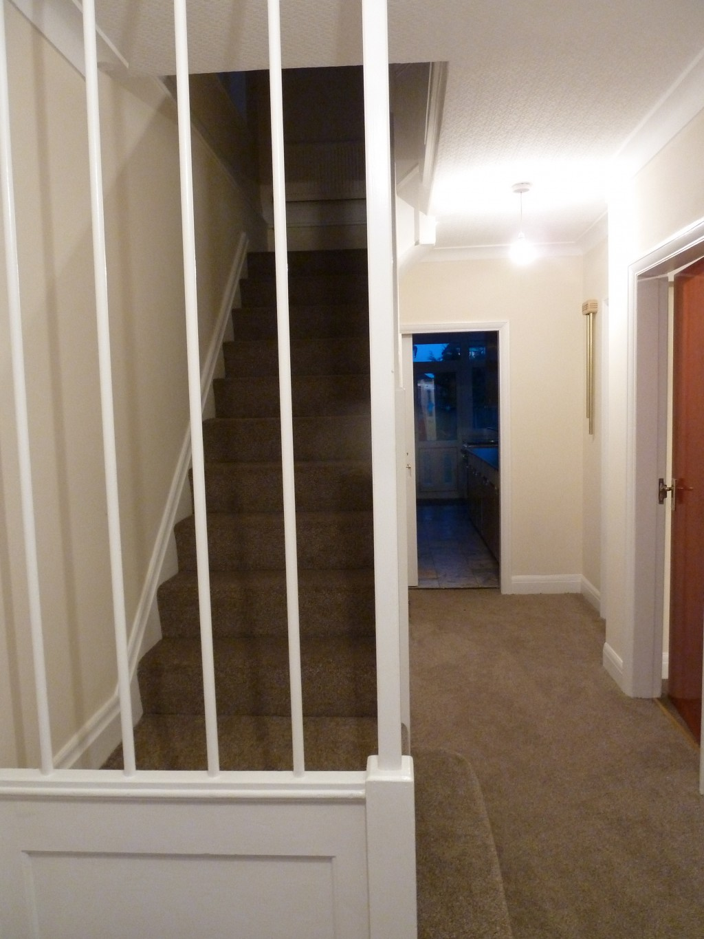 4 bedroom semi-detached house To Let in London - Hallway