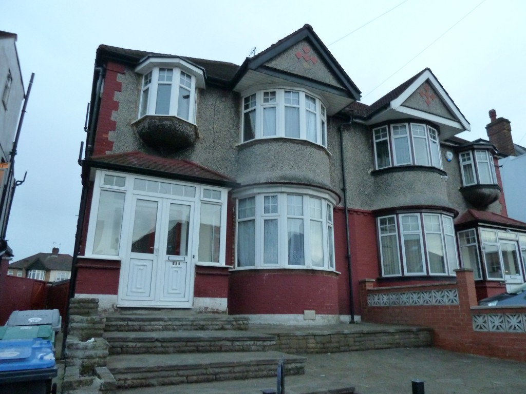 4 bedroom semi-detached house To Let in London - Outside view