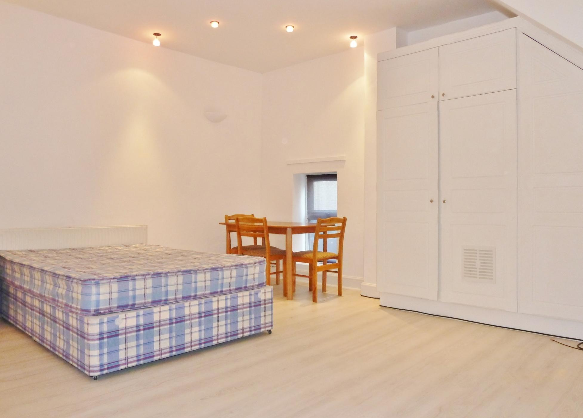 1 bedroom studio flat/apartment Let in Willesden - Large Double Studio