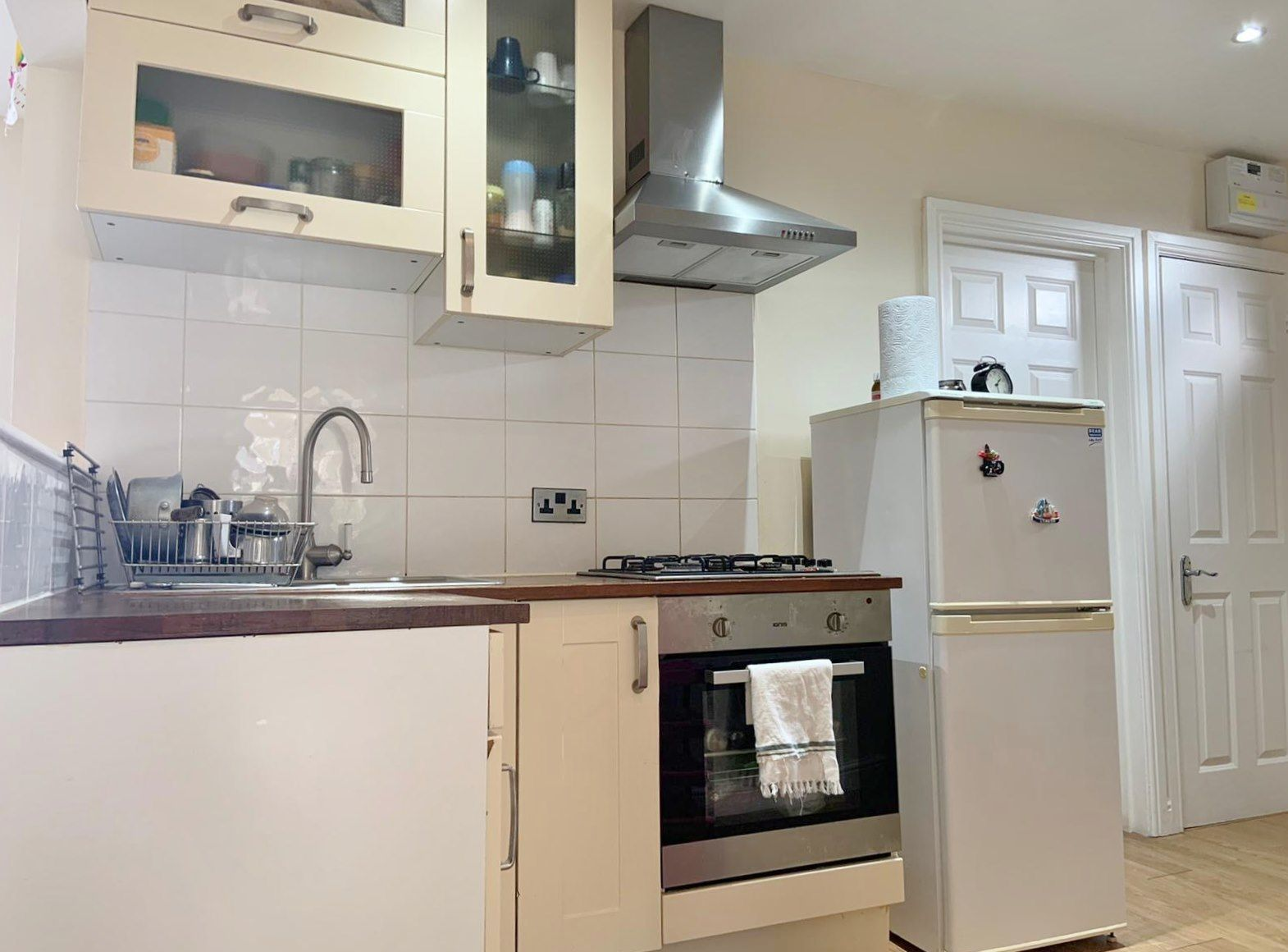 2 bedroom flat flat/apartment To Let in Wembley - Fitted Kitchen