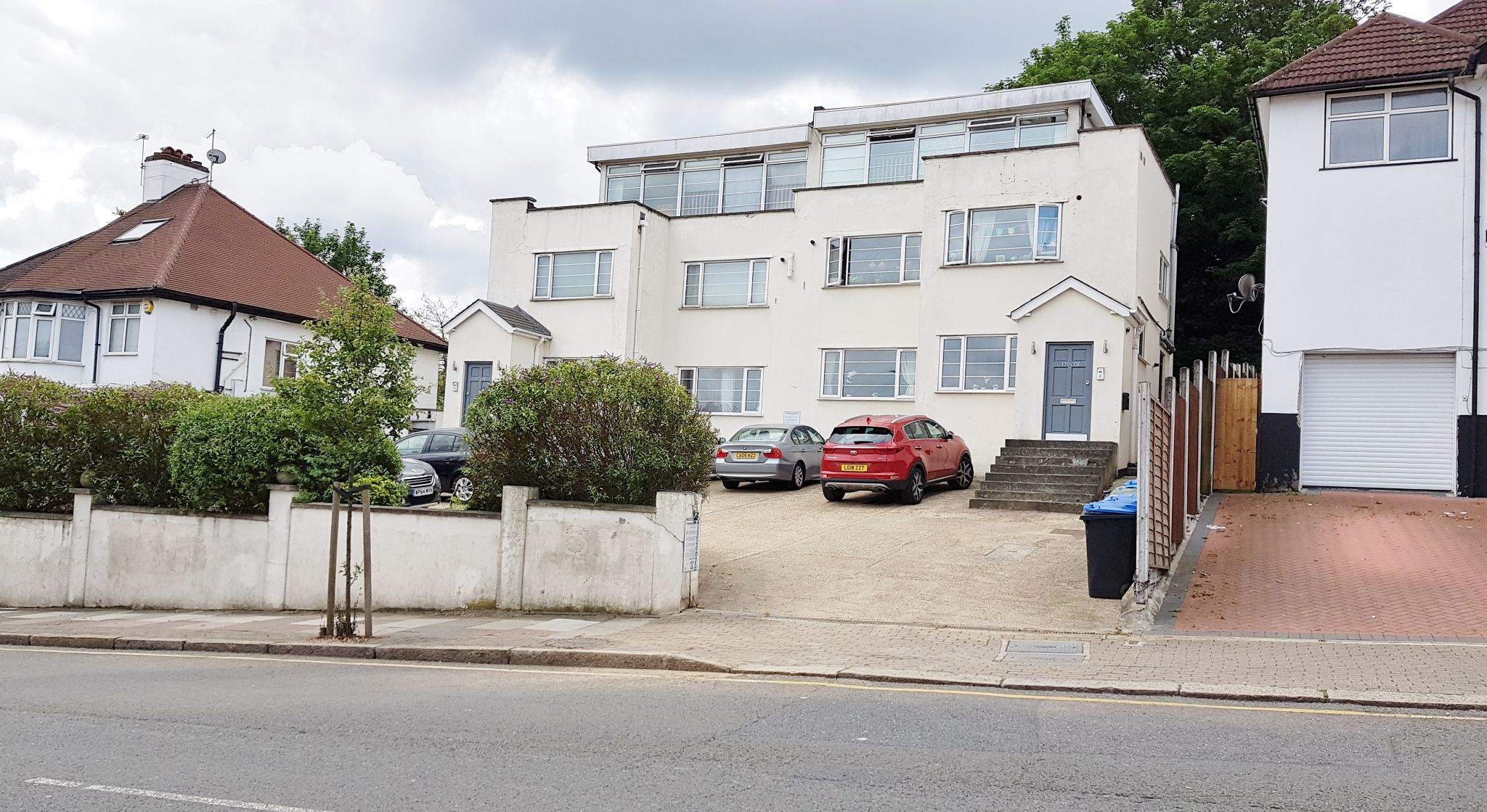 2 bedroom flat flat/apartment To Let in Wembley - Front of Property