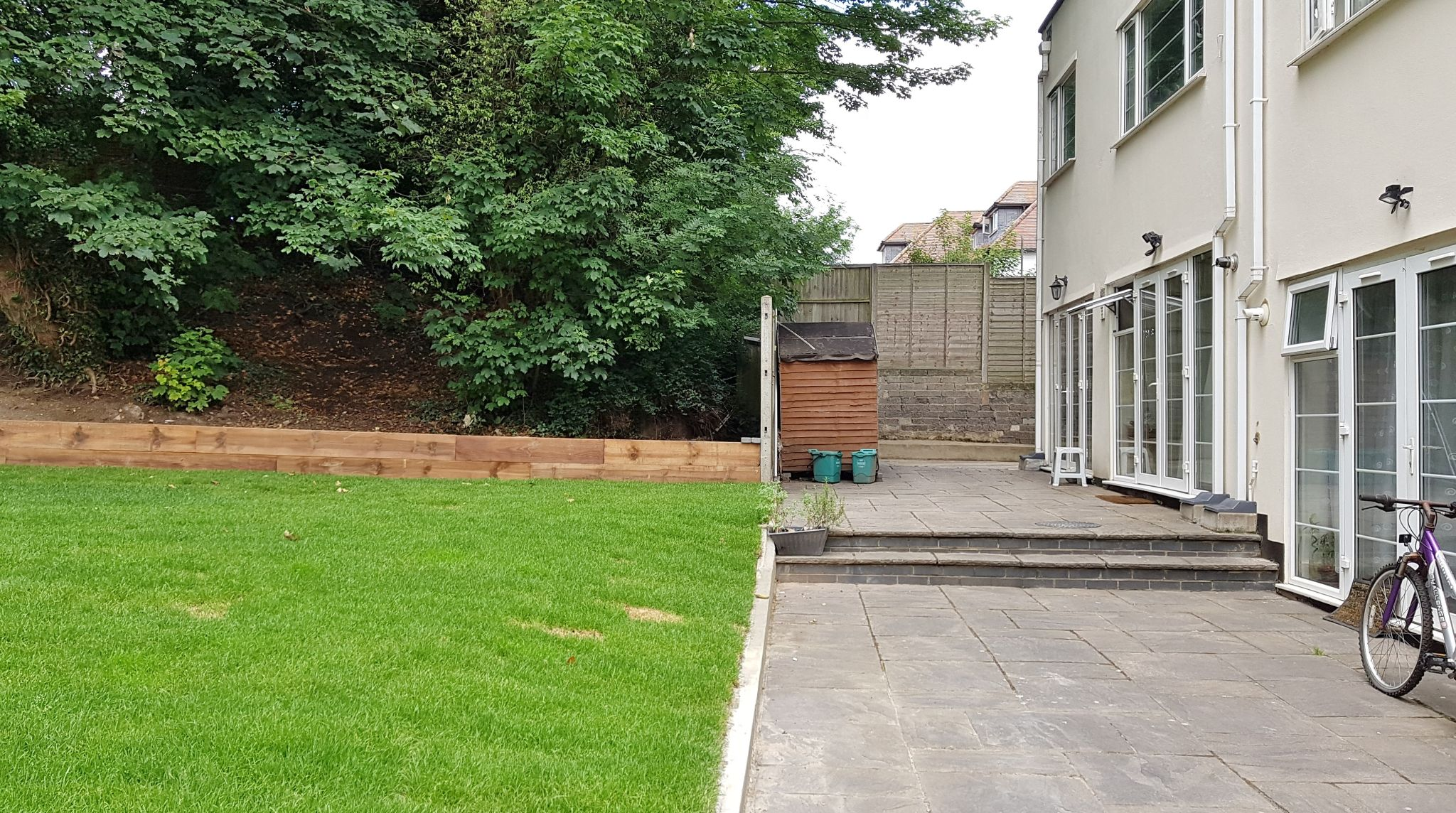 2 bedroom flat flat/apartment To Let in Wembley - Communal Garden