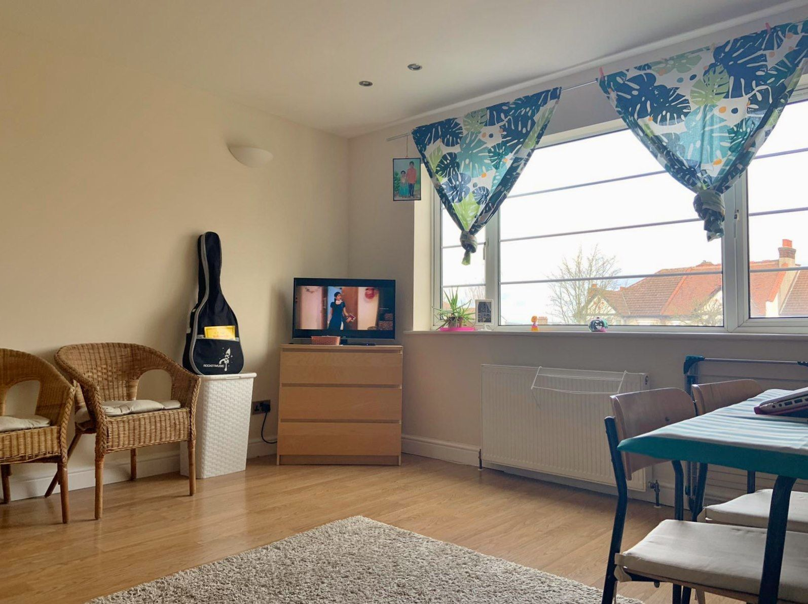 2 bedroom flat flat/apartment To Let in Wembley - Living Room