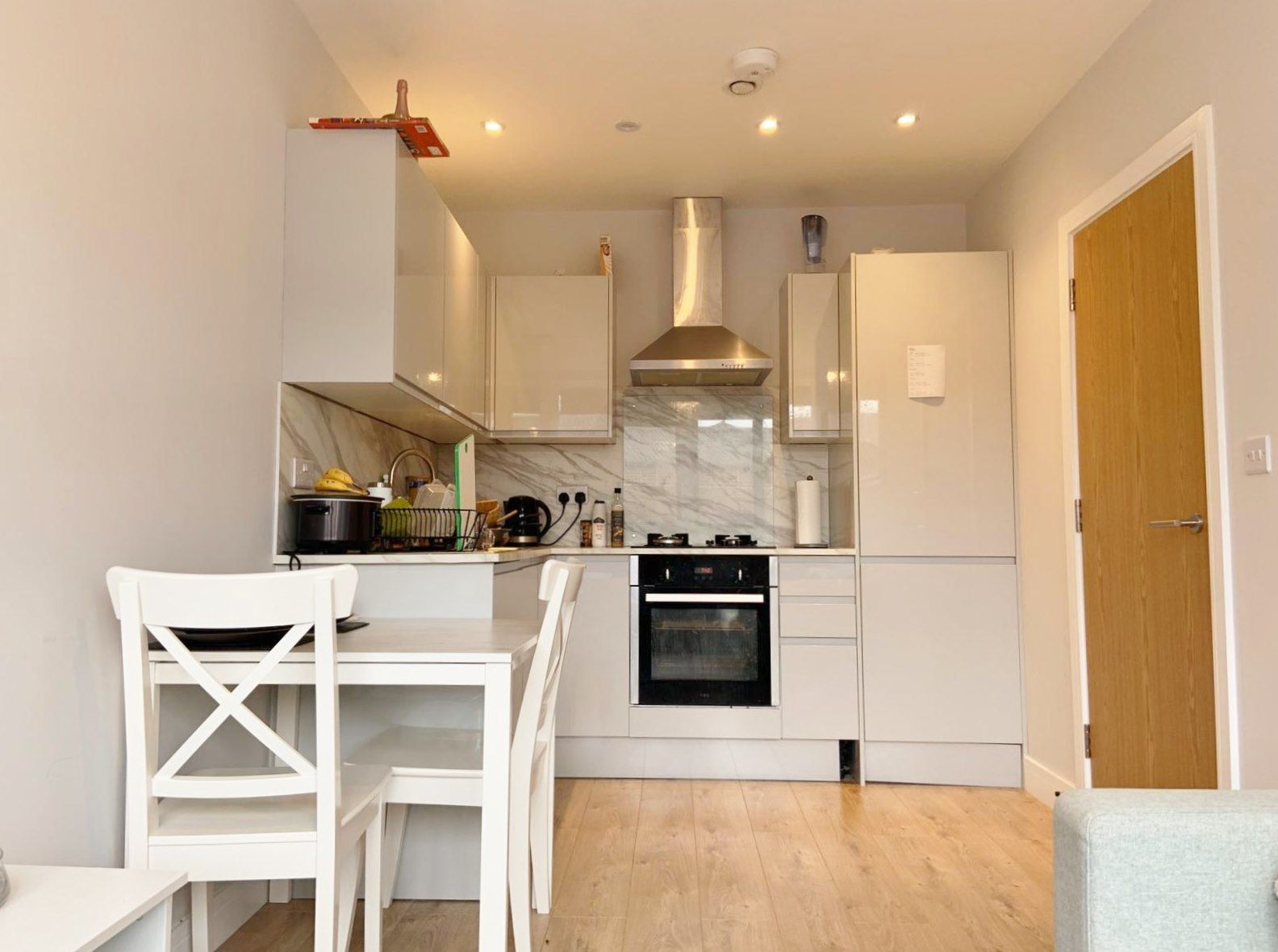 1 bedroom apartment flat/apartment To Let in Kingsbury - Fitted kitchen