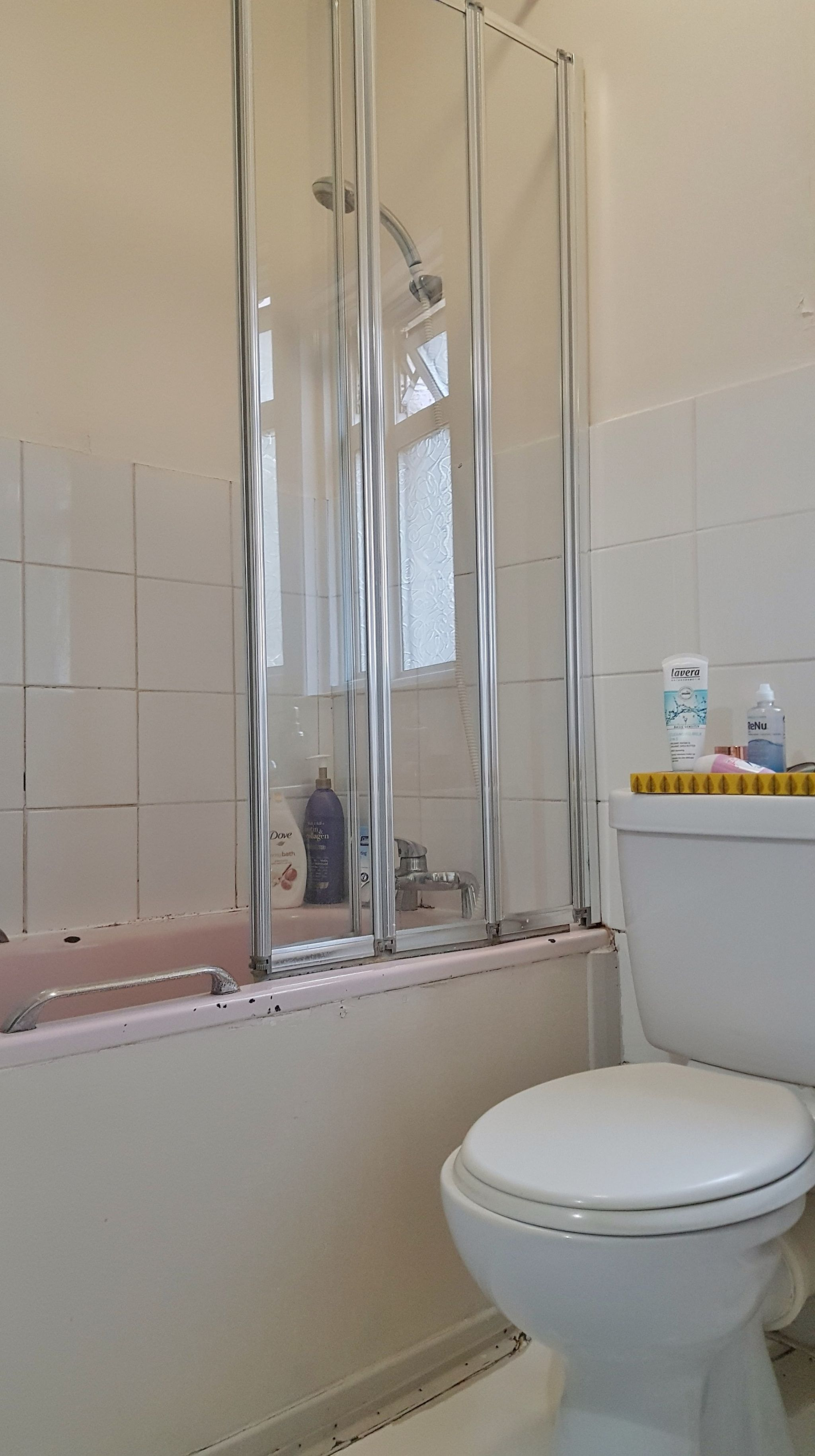 1 bedroom apartment flat/apartment Under Offer in London - Bathroom with Shower Attach