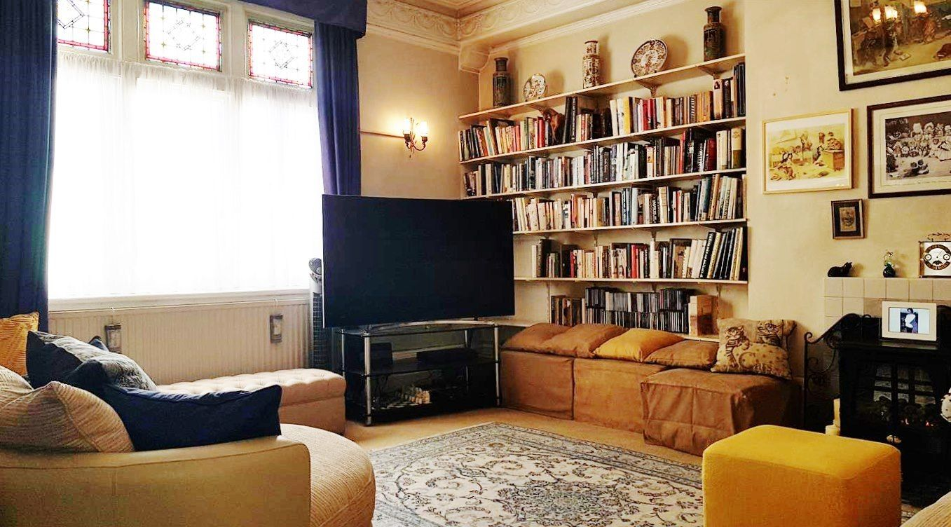 2 bedroom flat flat/apartment To Let in London - BRIGHT AND SPACIOUS LIVING ROOM