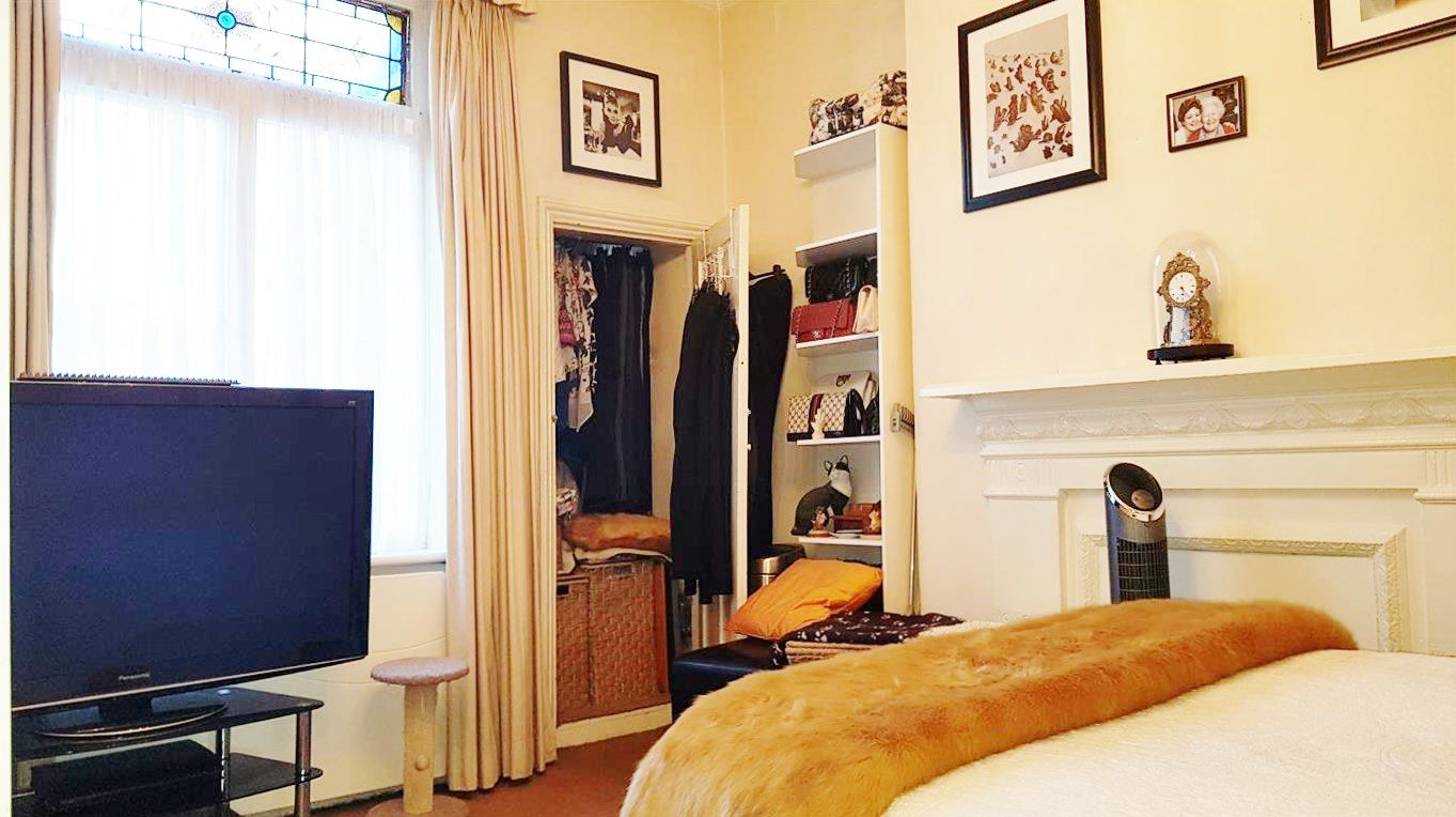 2 bedroom flat flat/apartment To Let in London - LARGE DOUBLE BEDROOM