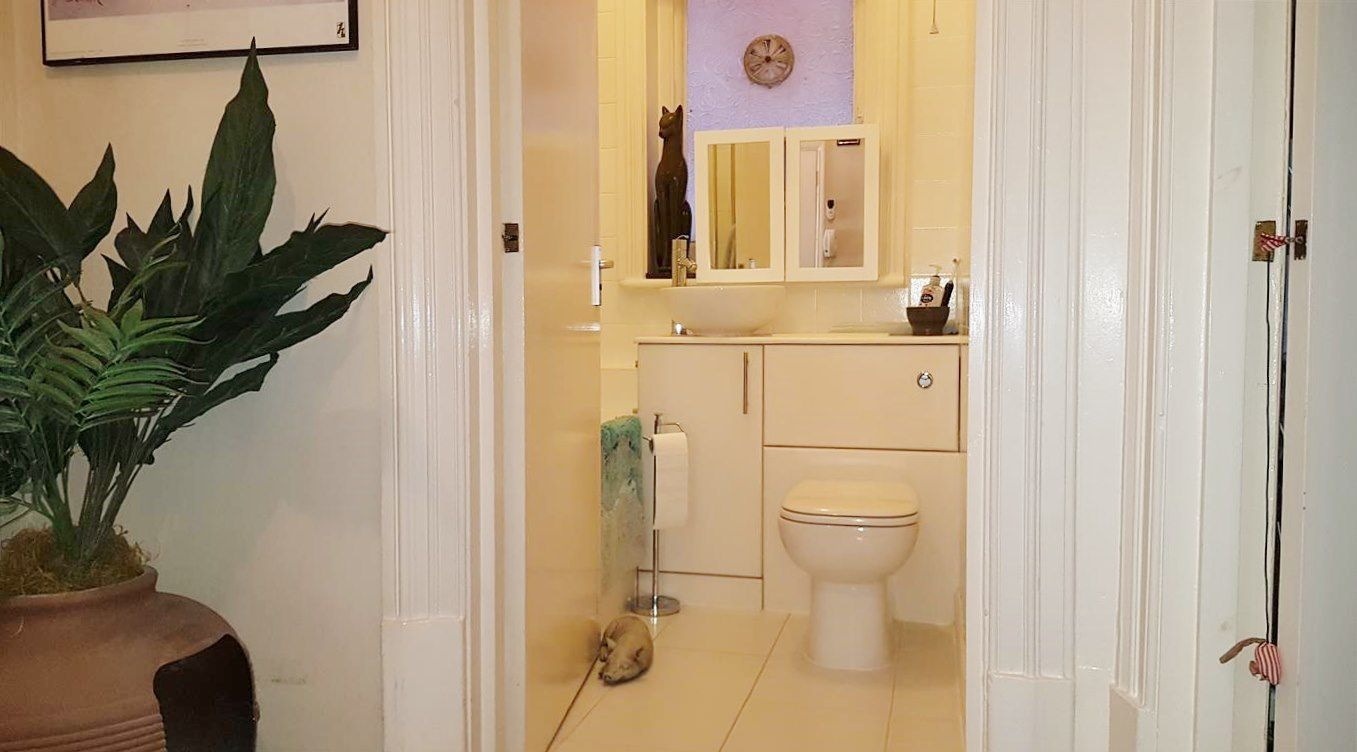 2 bedroom flat flat/apartment To Let in London - BATHROOM