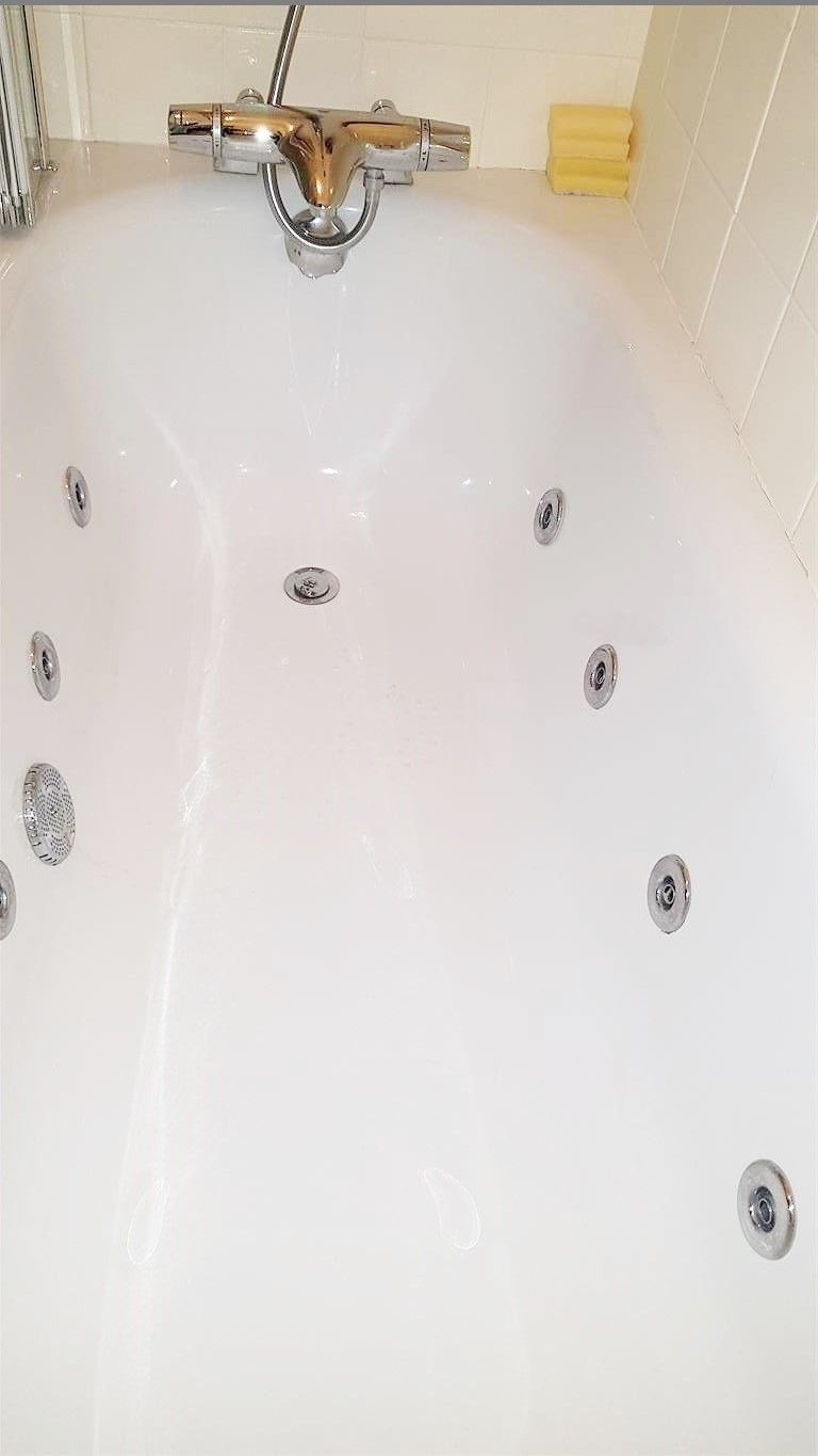 2 bedroom flat flat/apartment To Let in London - JACUZZI BATH
