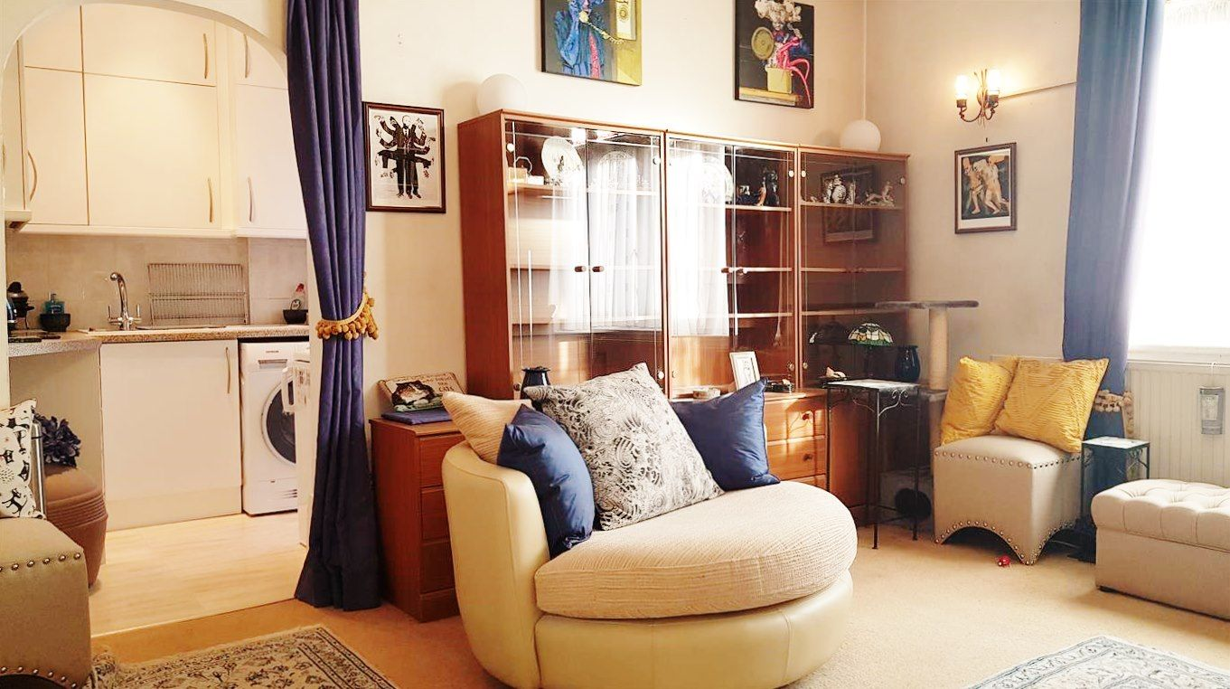 2 bedroom flat flat/apartment To Let in London - ADDITIONAL LIVING ROOM IMAGE