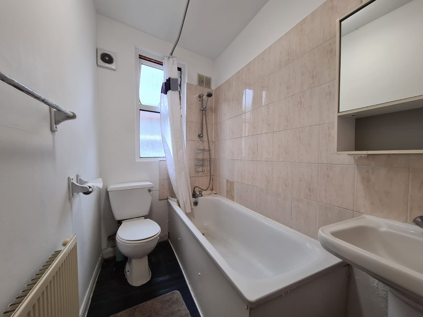 2 bedroom apartment flat/apartment To Let in Brent - 3-piece bathroom