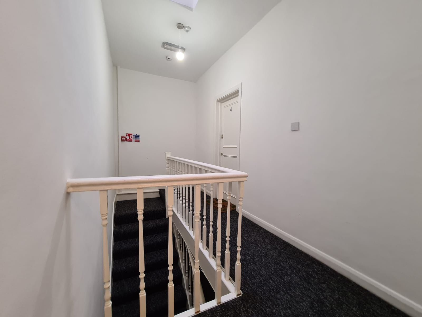 2 bedroom apartment flat/apartment To Let in Brent - Communal Hallway