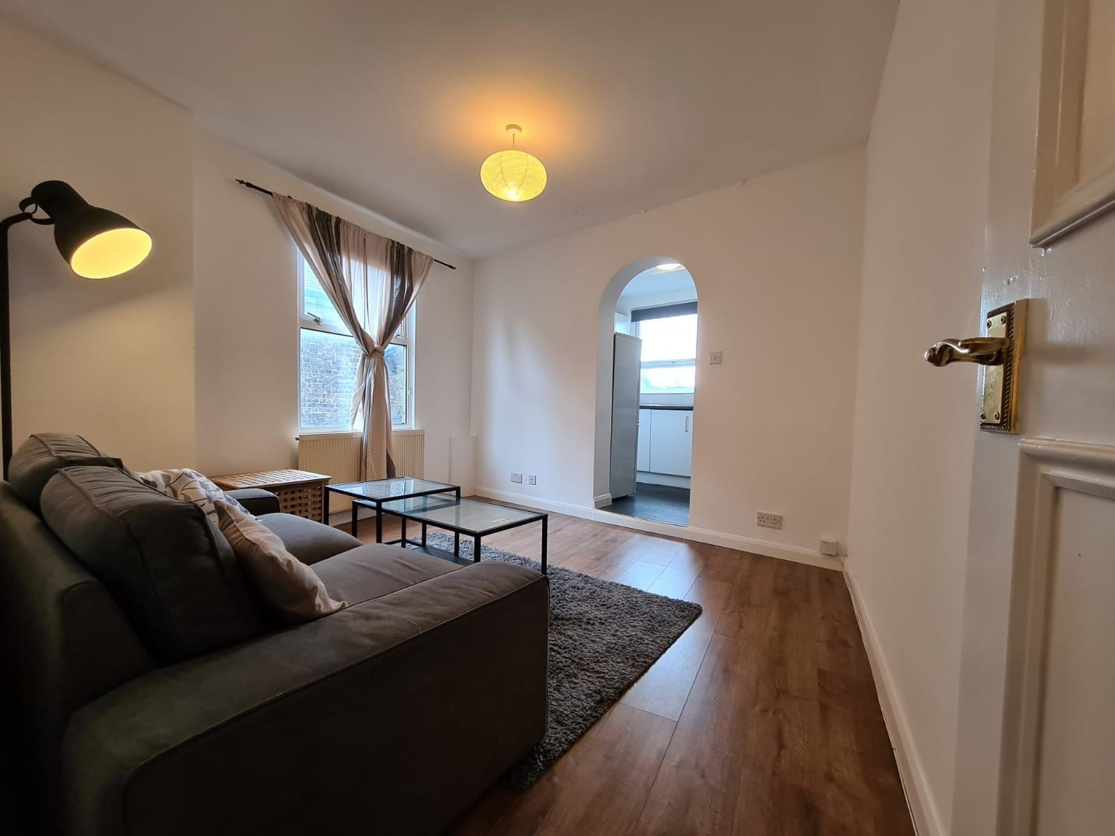 2 bedroom apartment flat/apartment To Let in Brent - Living Room