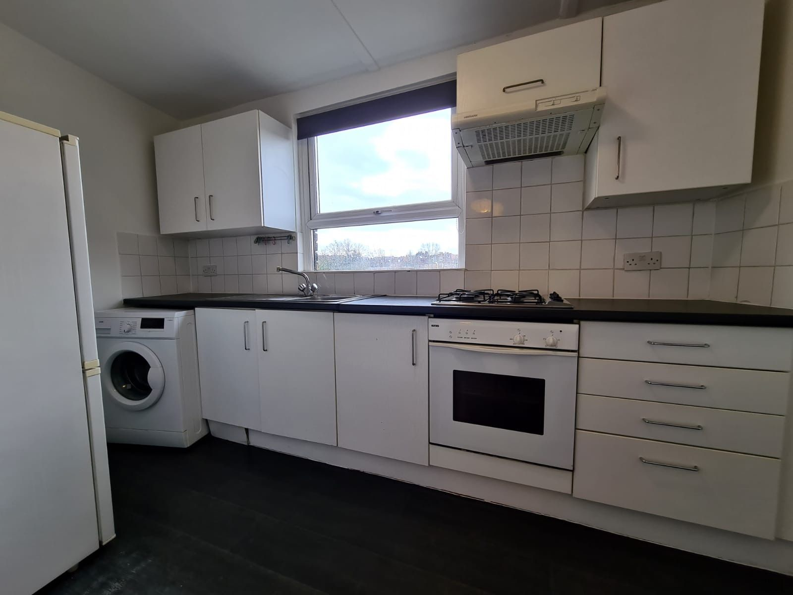 2 bedroom apartment flat/apartment To Let in Brent - Fully fitted Kitchen