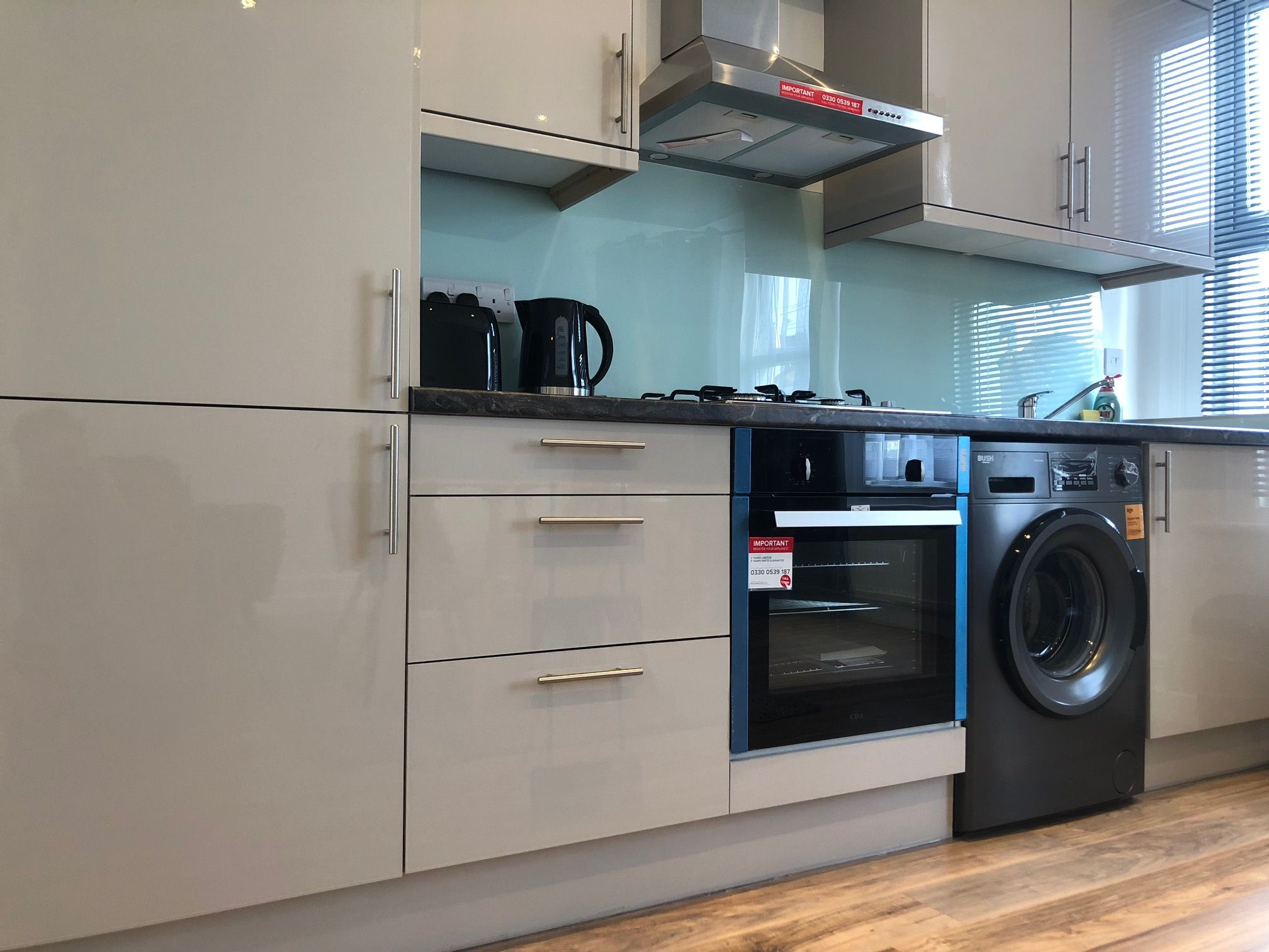 3 bedroom flat flat/apartment To Let in London - Fully Fitted Kitchen WITH WASHER