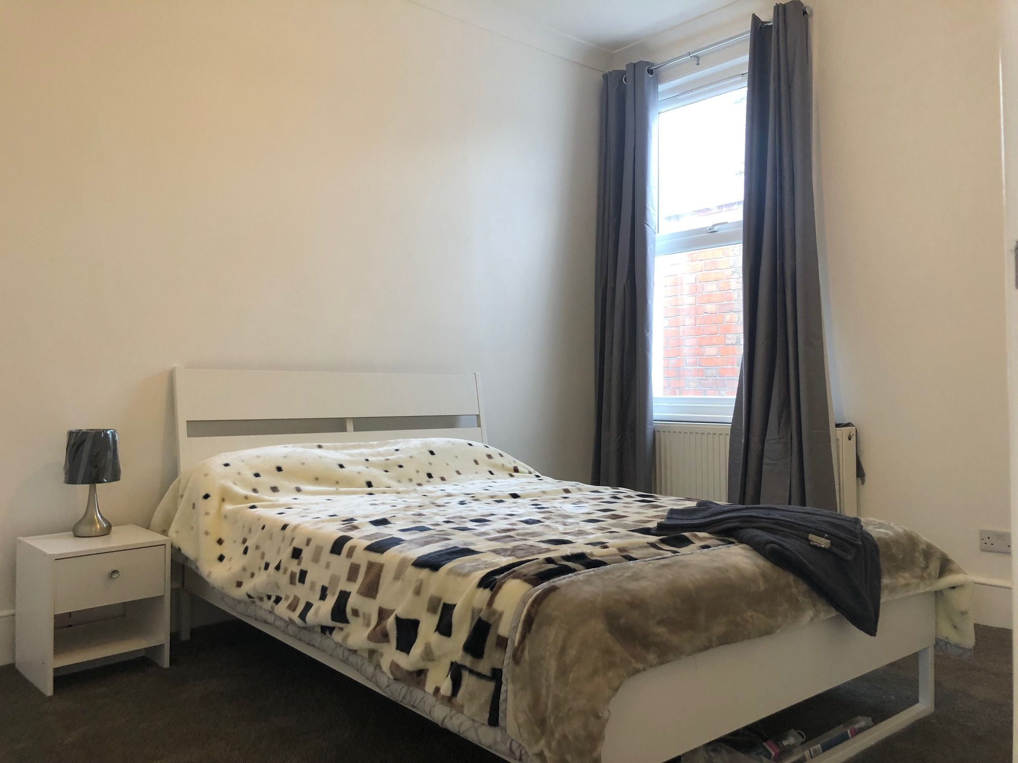 3 bedroom apartment flat/apartment To Let in London - First Large double room
