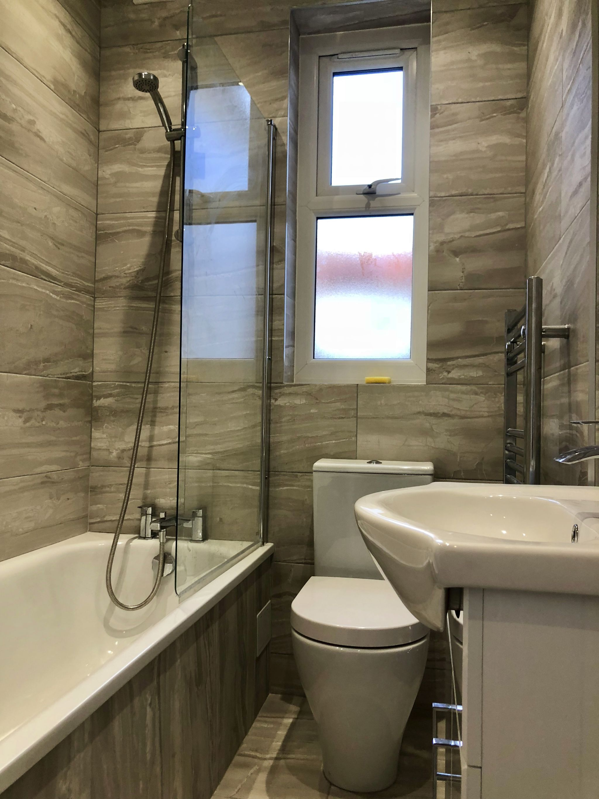 3 bedroom flat flat/apartment To Let in London - 3 PIECE BATHROOM SUITE
