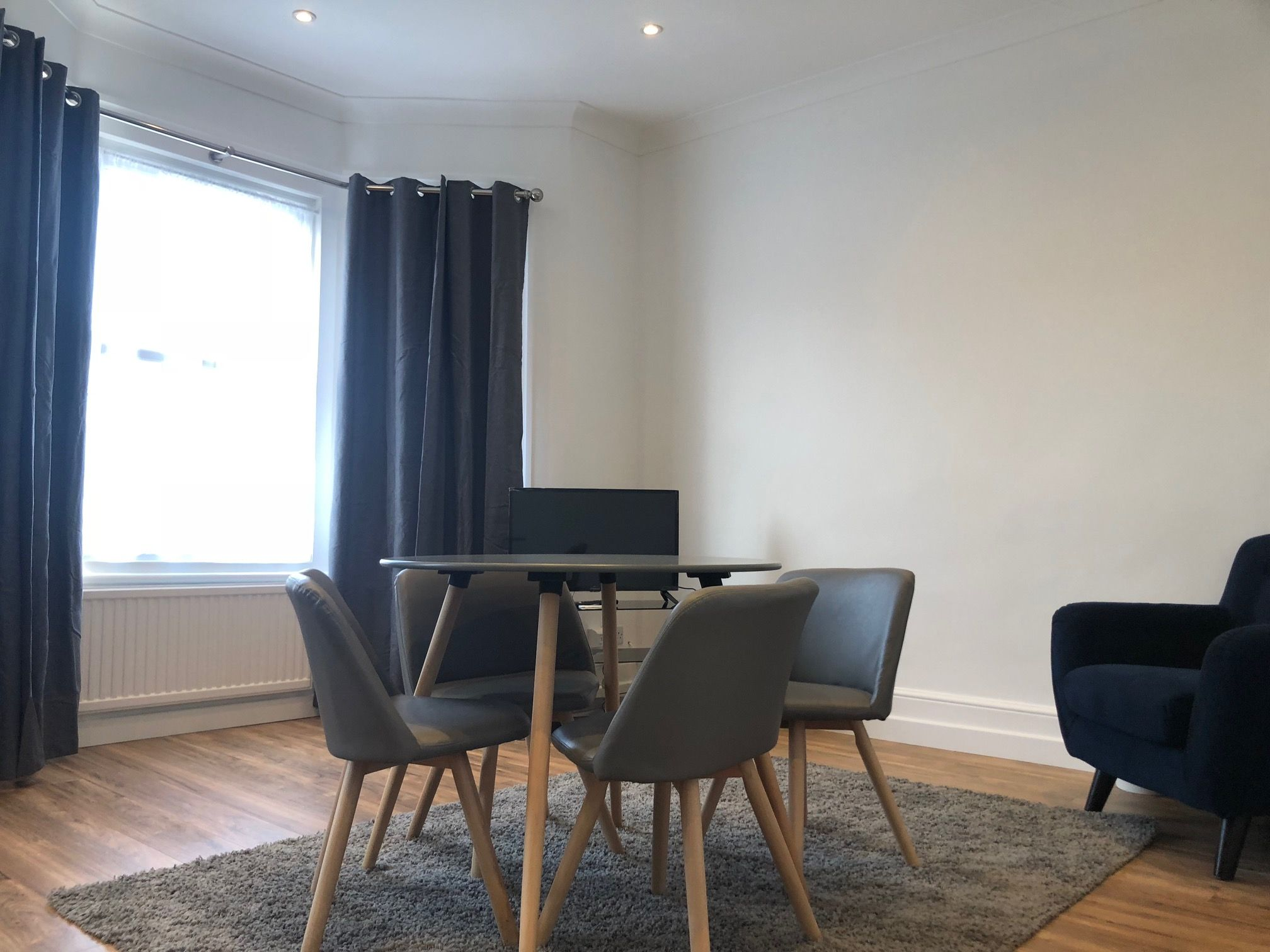 3 bedroom flat flat/apartment To Let in London - LIVING ROOM