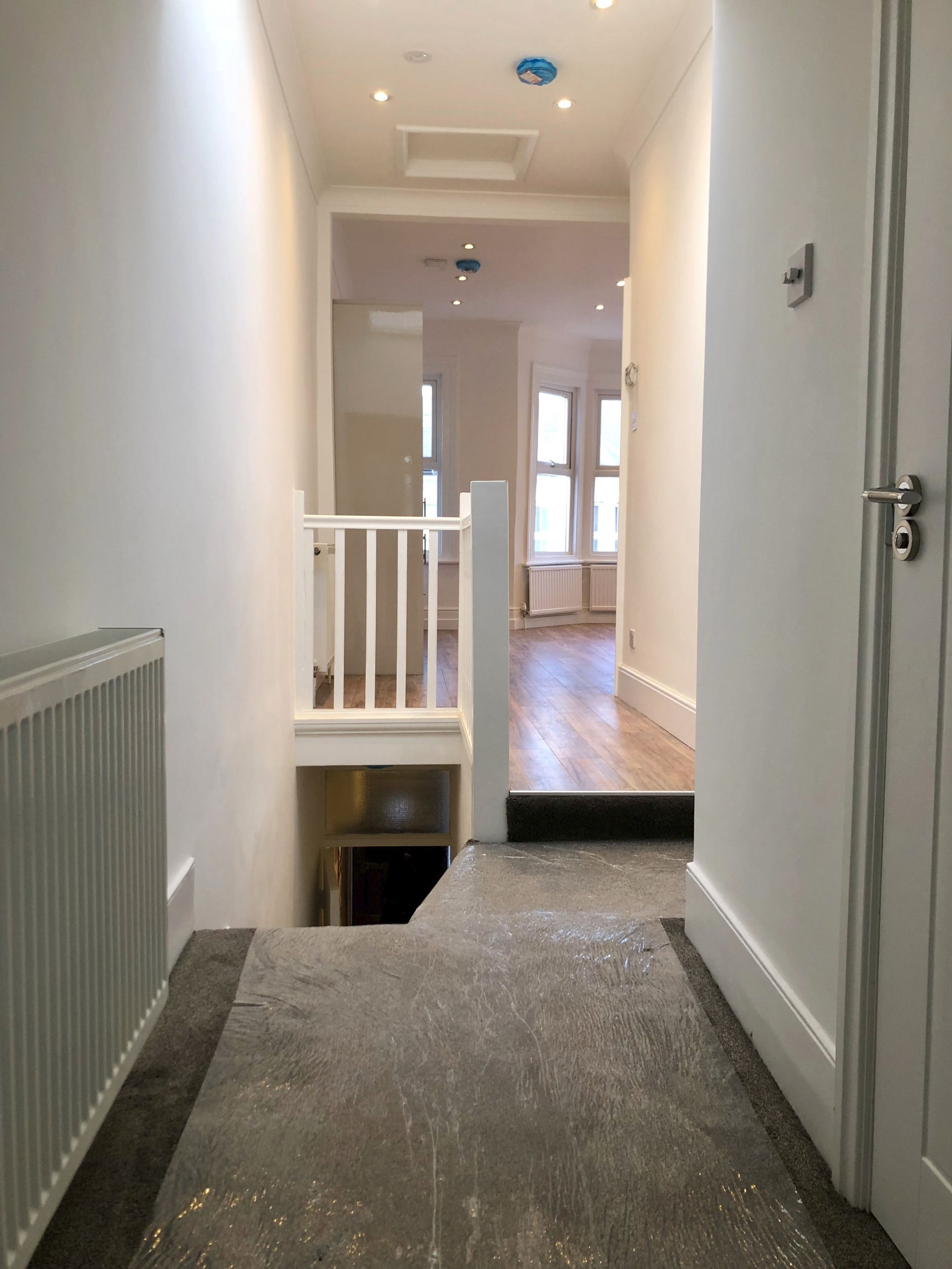 3 bedroom apartment flat/apartment To Let in London - ENTRANCE HALLWAY