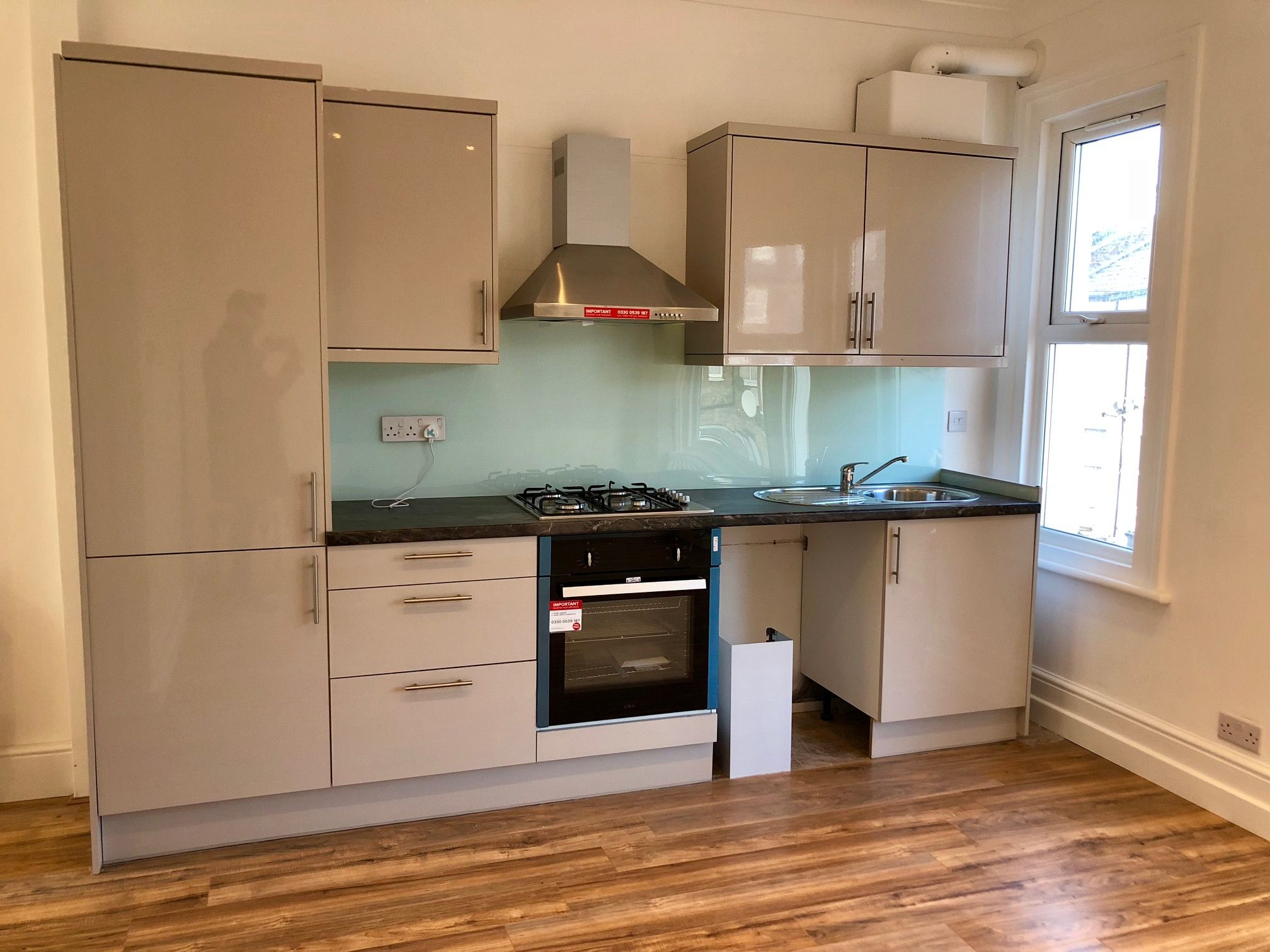 3 bedroom flat flat/apartment To Let in London - FULLY FITTED KITCHEN