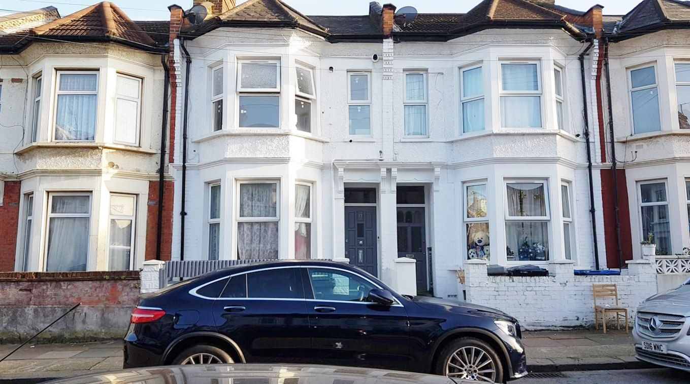 3 bedroom apartment flat/apartment To Let in London - Front of Property
