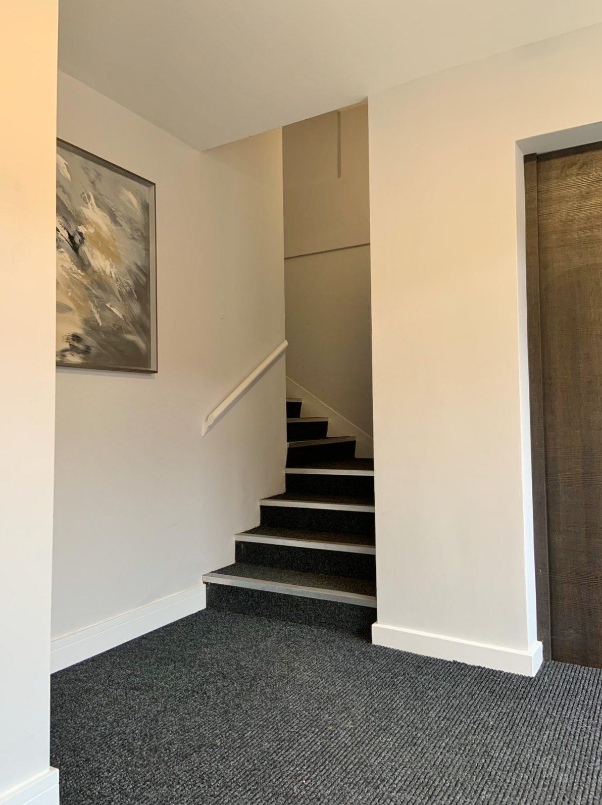 1 bedroom flat flat/apartment To Let in Kingsbury - COMMUNAL STAIRCASE