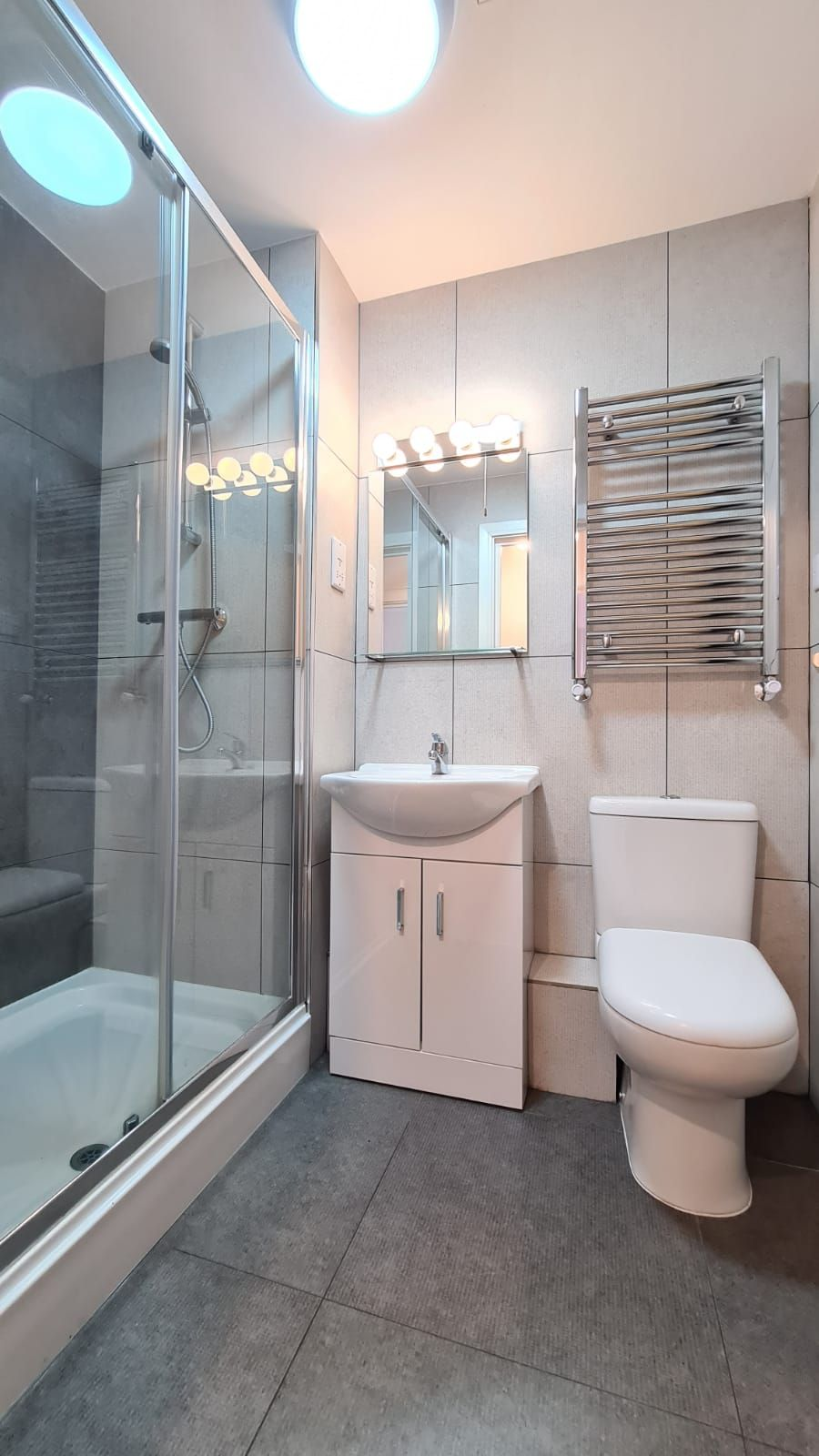 1 bedroom flat flat/apartment To Let in Kingsbury - 3-piece bathroom