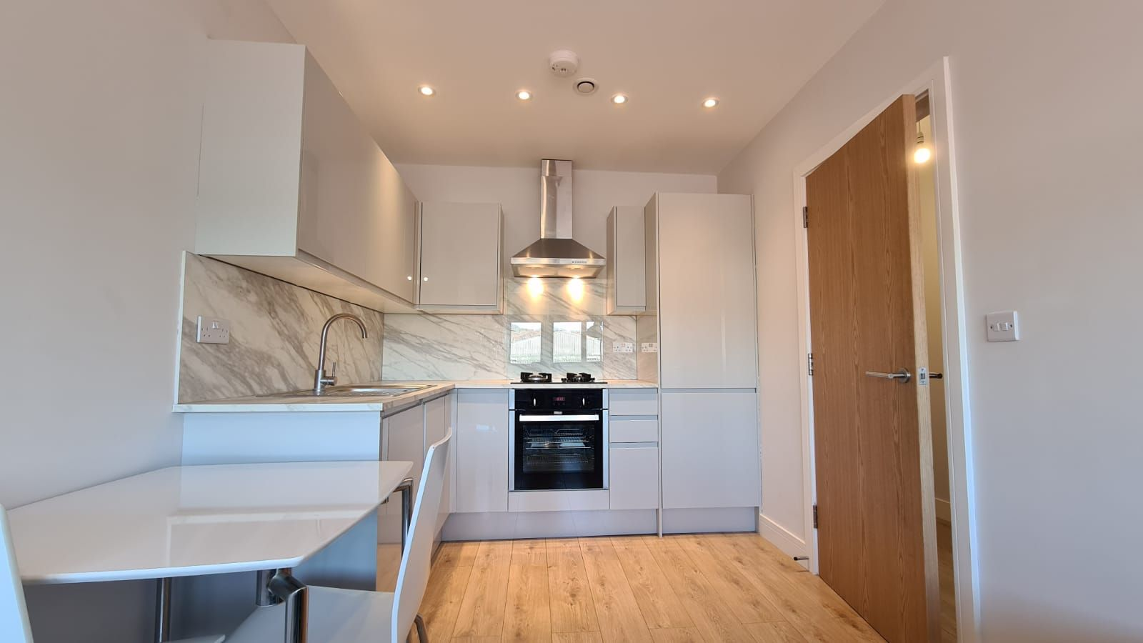 1 bedroom flat flat/apartment To Let in Kingsbury - Fully Fitted Kitchen
