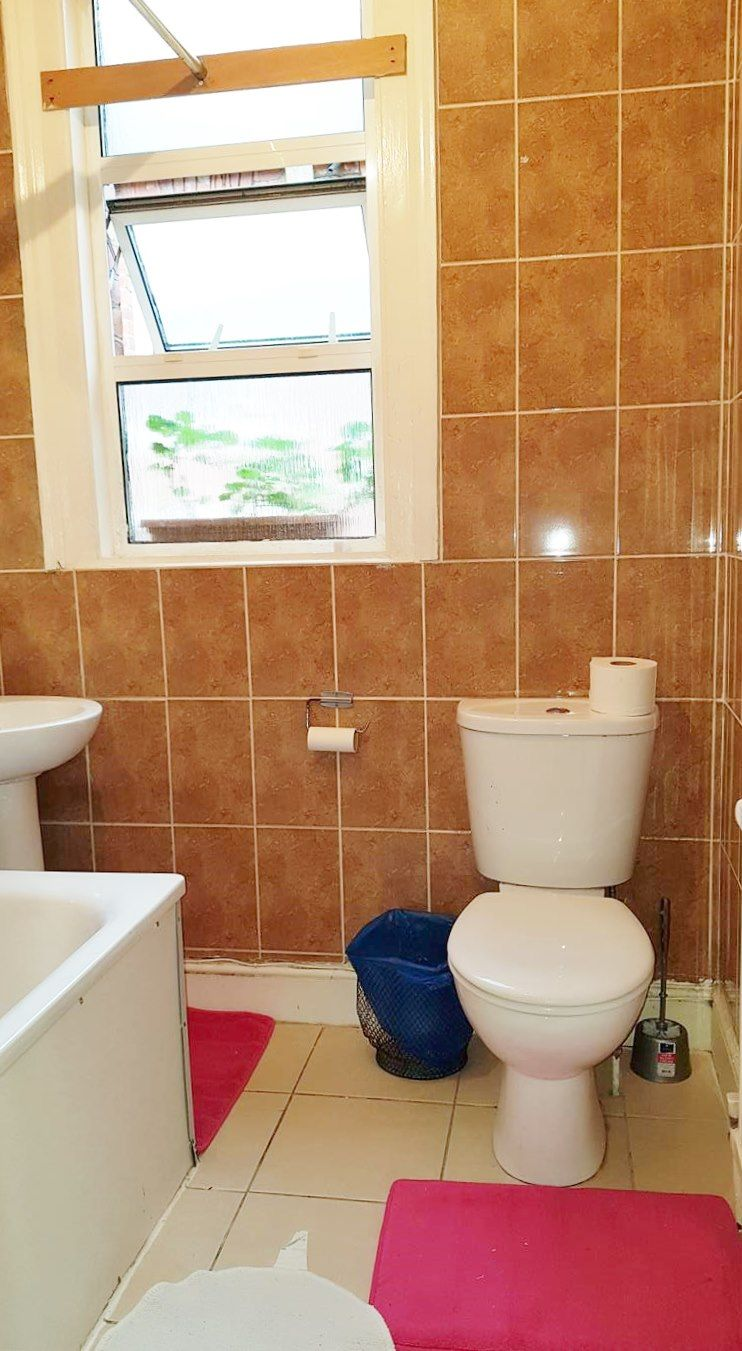 1 bedroom shared flat/apartment To Let in London - Three Peice bathroom suite