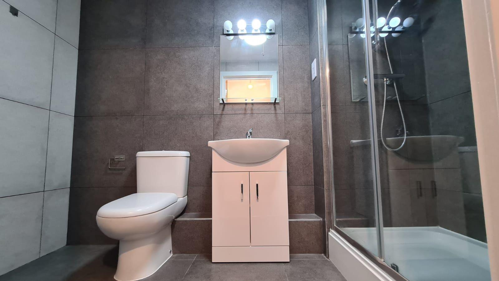1 bedroom flat flat/apartment To Let in Kingsbury - 3-piece bathroom