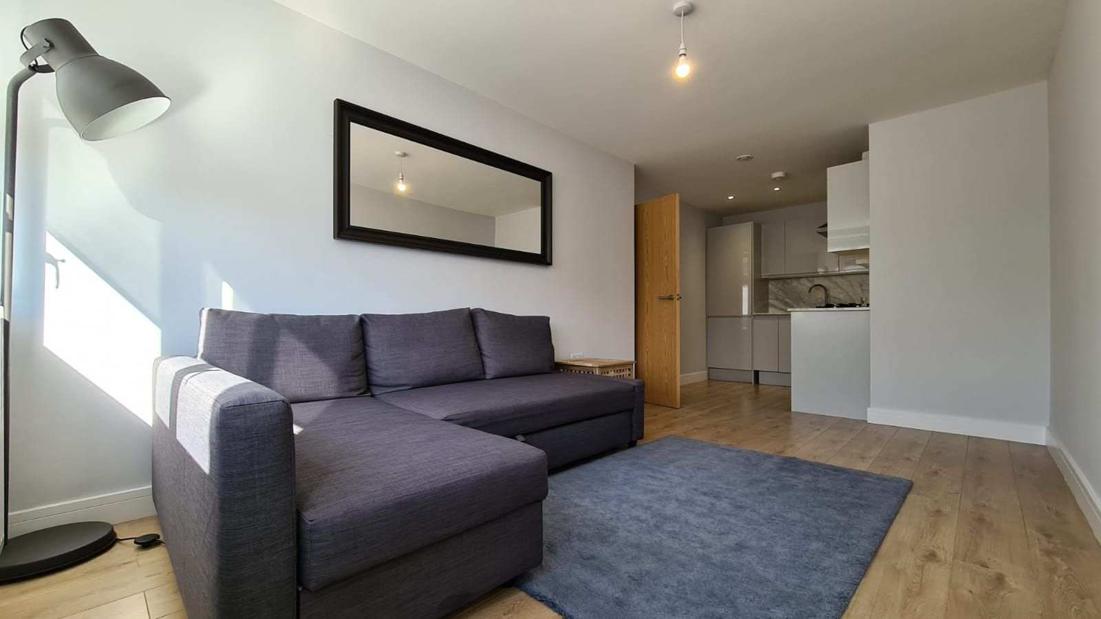 1 bedroom flat flat/apartment To Let in Kingsbury - Living Room