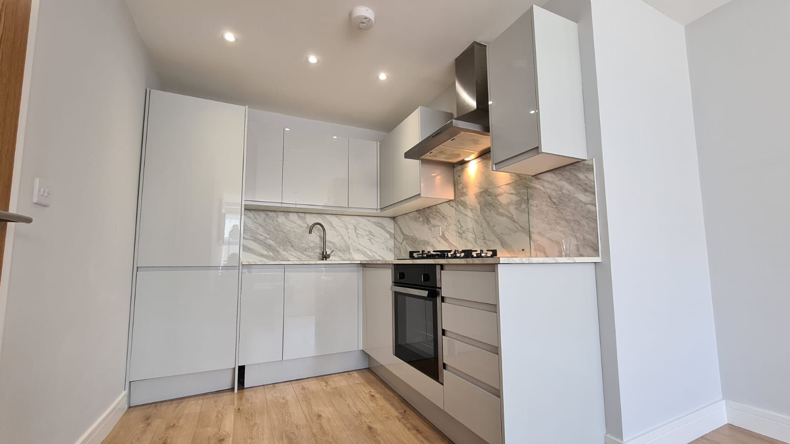 1 bedroom flat flat/apartment To Let in Kingsbury - Fully Fitted Wardrobe
