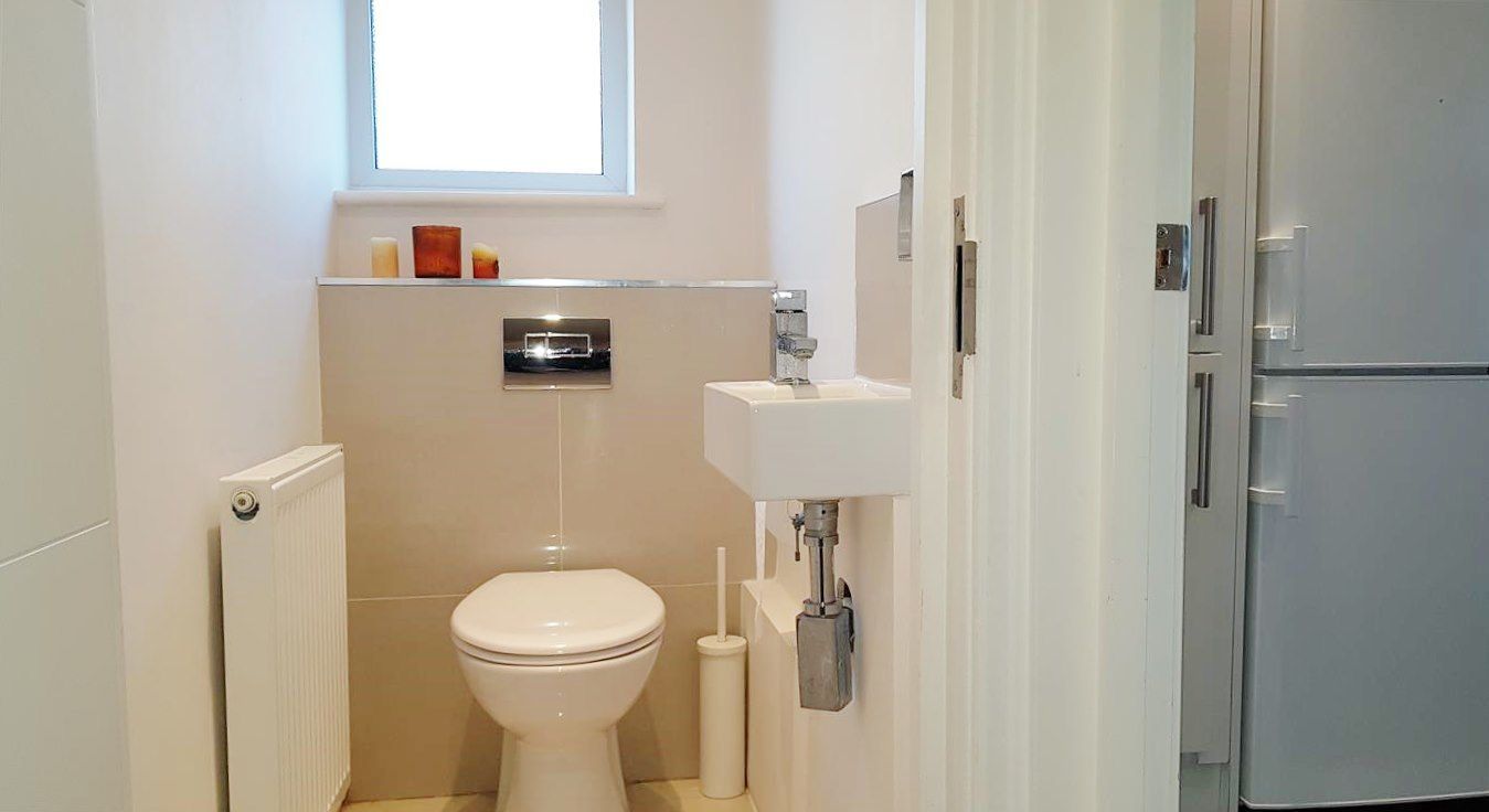 2 bedroom apartment flat/apartment To Let in Stanmore - Seperate toilet