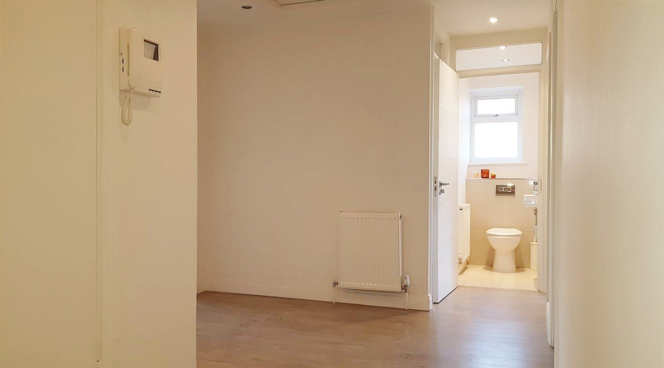 2 bedroom apartment flat/apartment To Let in Stanmore - Entryphone system