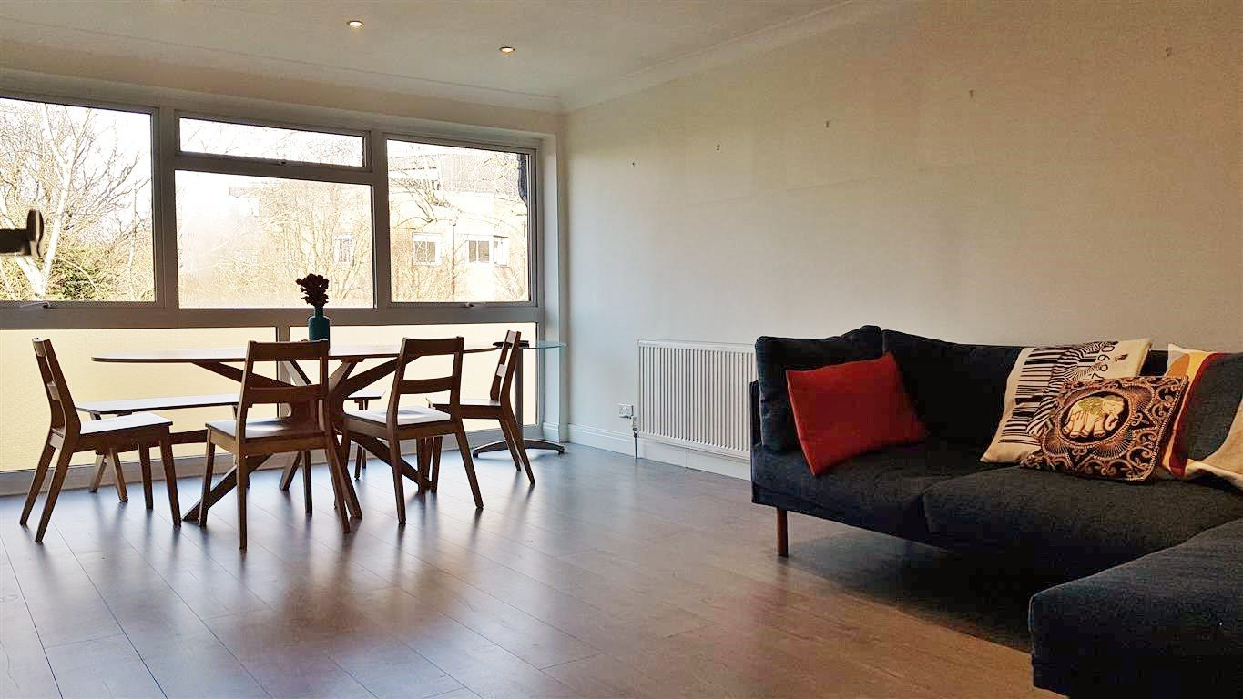 2 bedroom apartment flat/apartment To Let in Stanmore - Wooden Floors throughout
