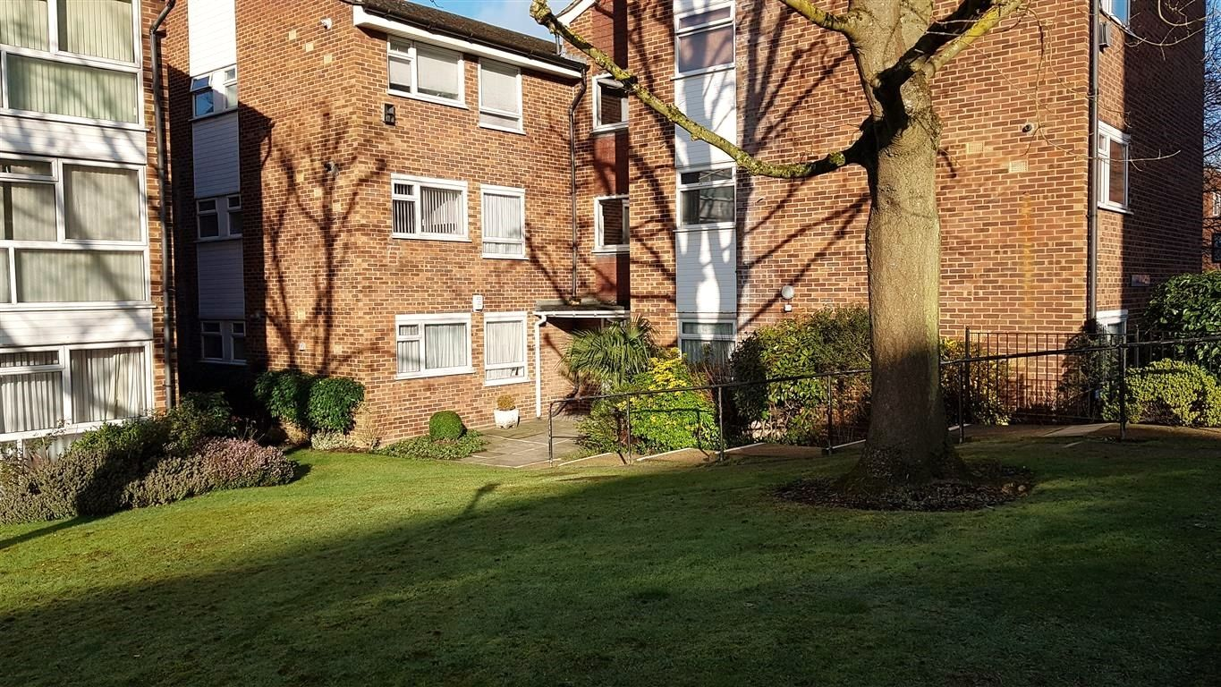 2 bedroom apartment flat/apartment To Let in Stanmore - Front of property
