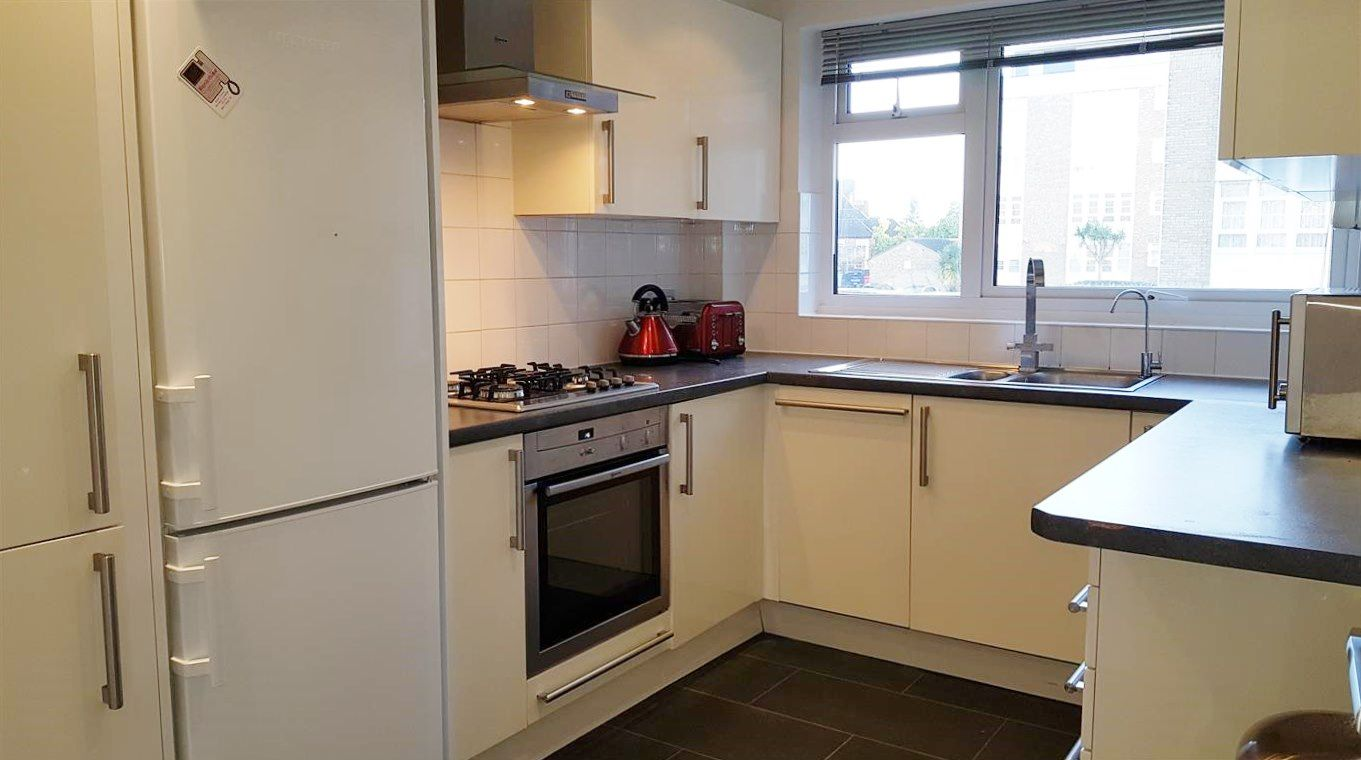 2 bedroom apartment flat/apartment To Let in Stanmore - Fully fitted kitchen
